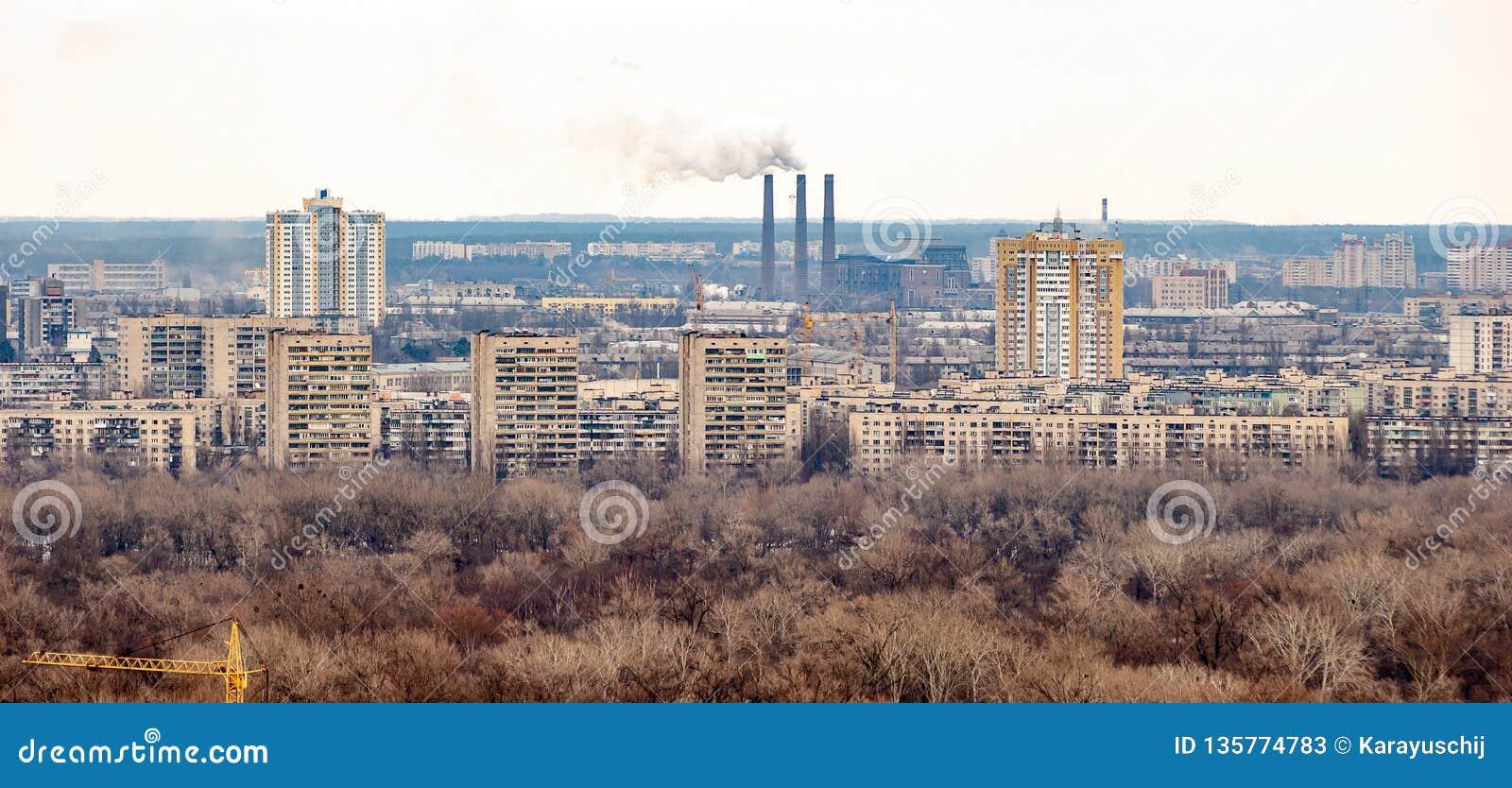 Vista panorâmica do banco esquerdo Kiev do parque da glória eterno