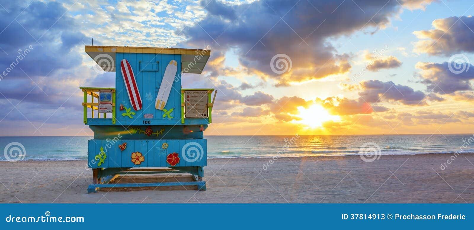 Vista panorâmica do nascer do sol sul famoso da praia de Miami