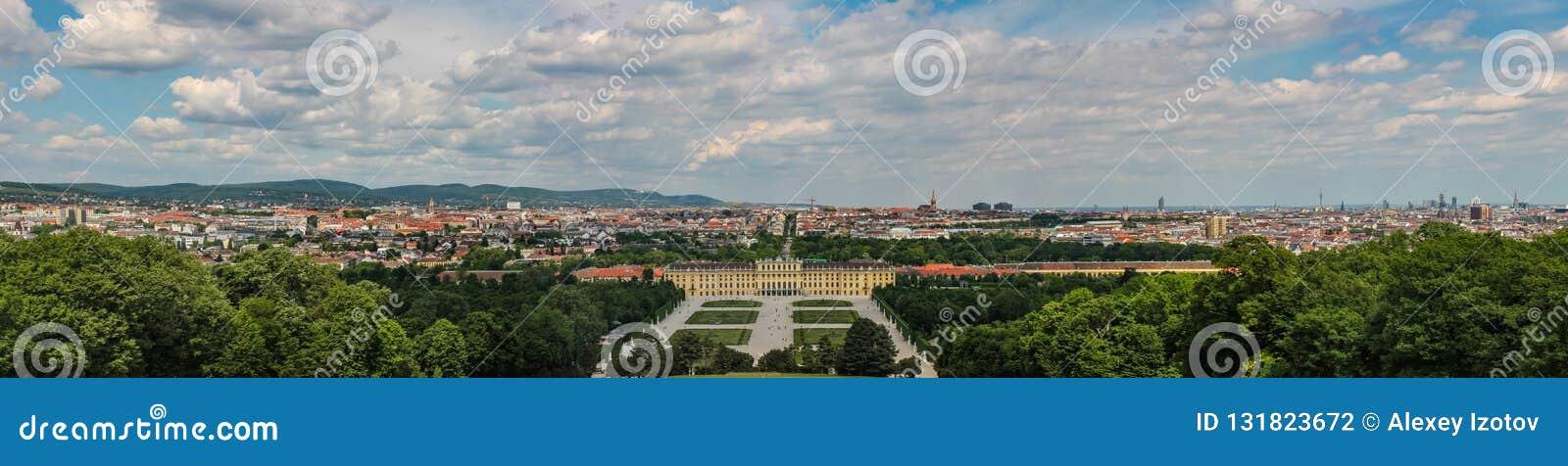 A vista panorâmica do palácio do Belvedere é um exemplo impressionante da arquitetura como a arte do período barroco chamativo em