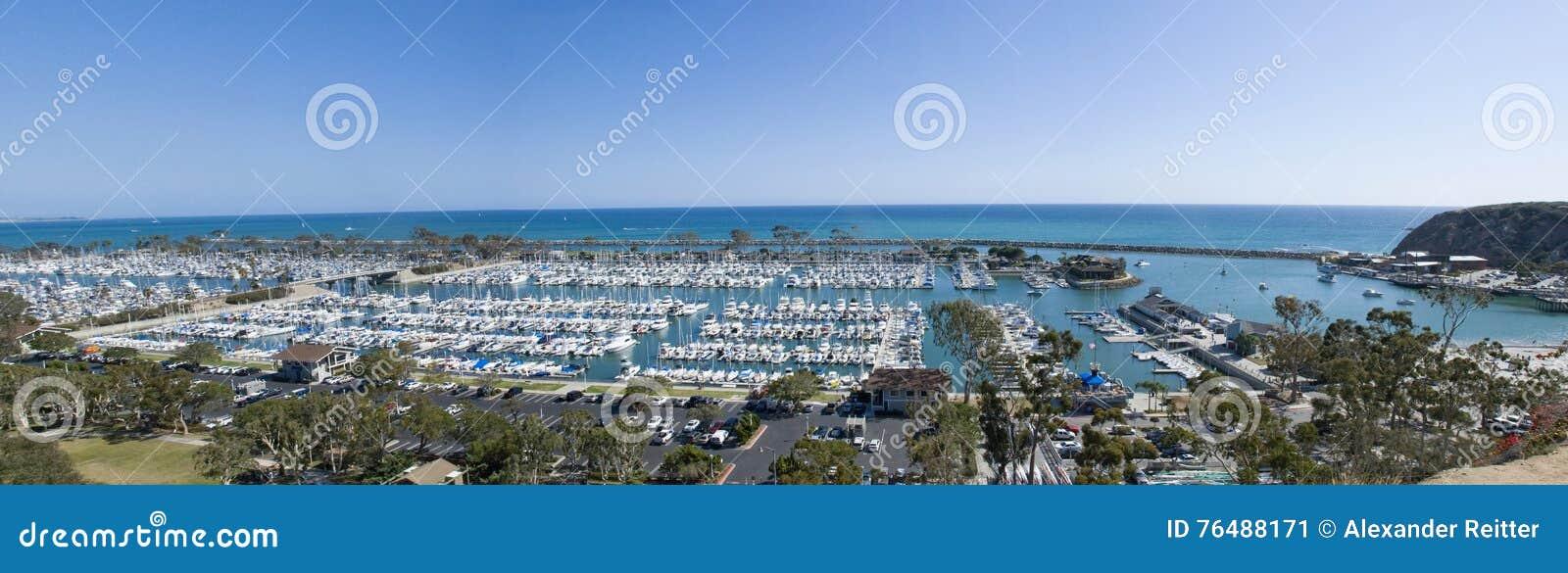 Vista panorâmica do porto de Dana Point, Condado de Orange - Califórnia