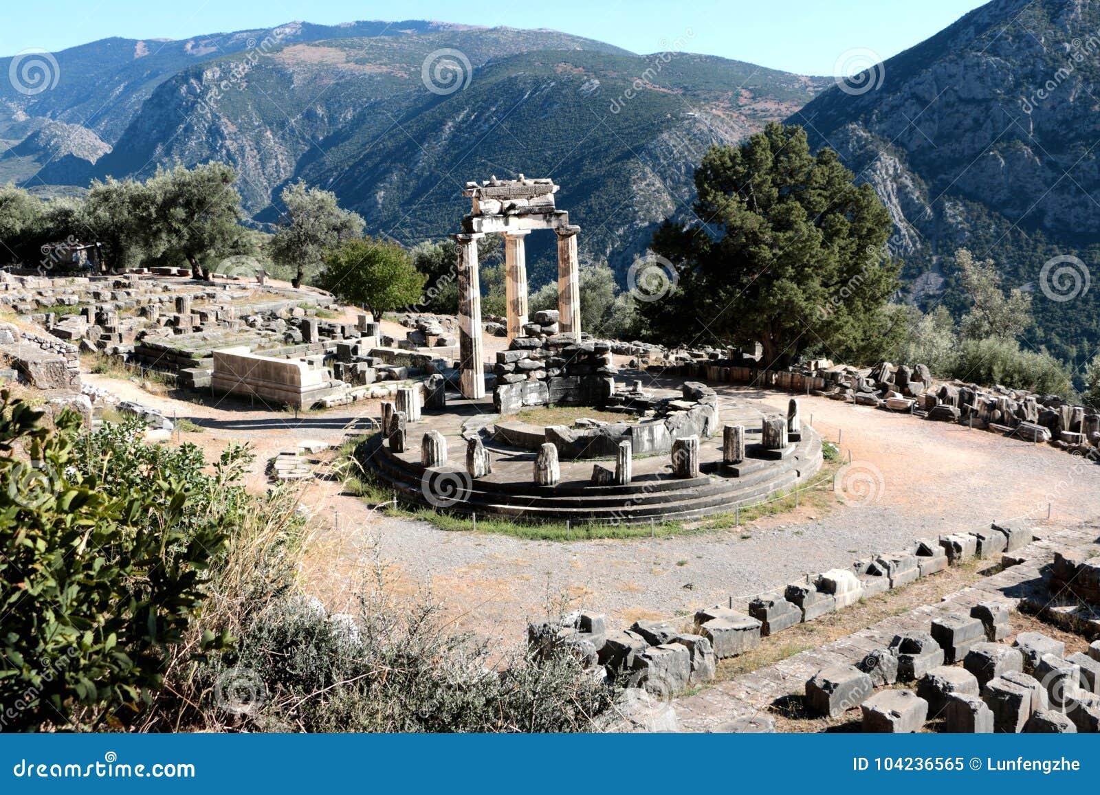 Vista panorâmica do templo de Athena Pronea Delphi Greece