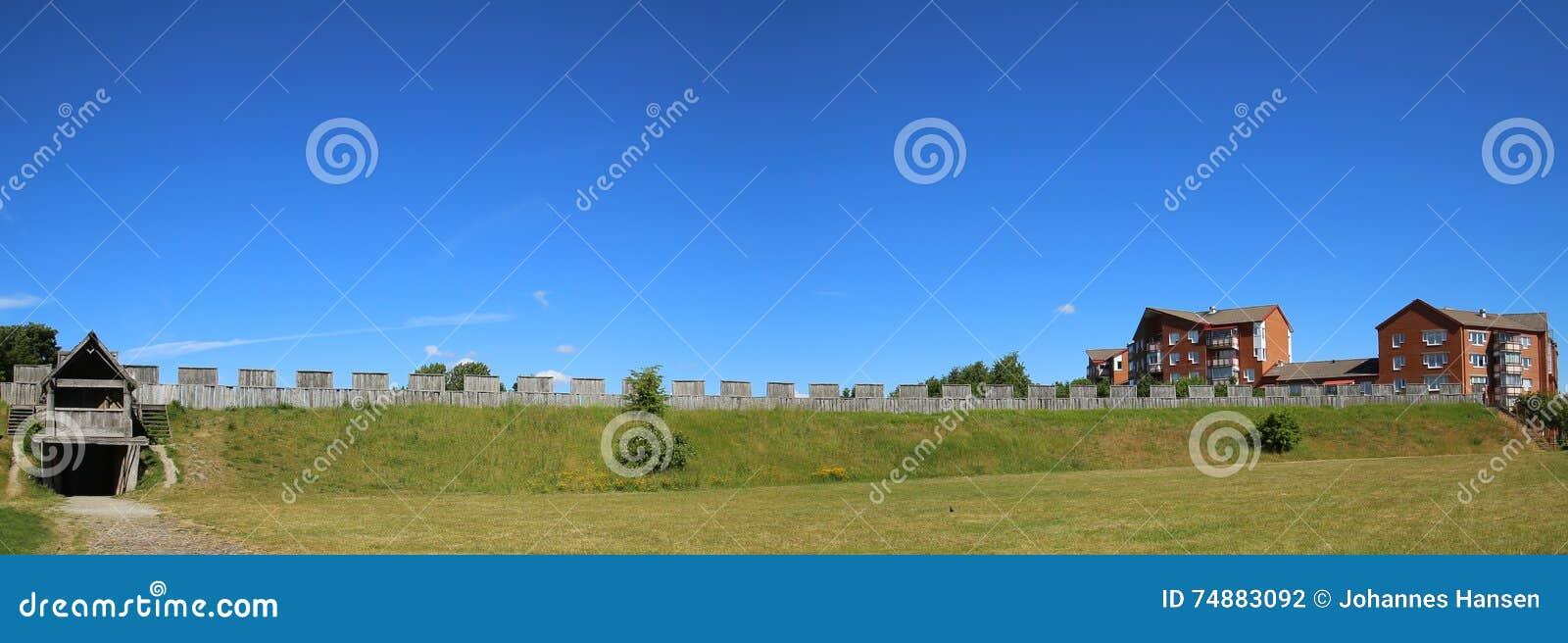 Vista panorâmica no interior do castelo em Trelleborg, Suécia