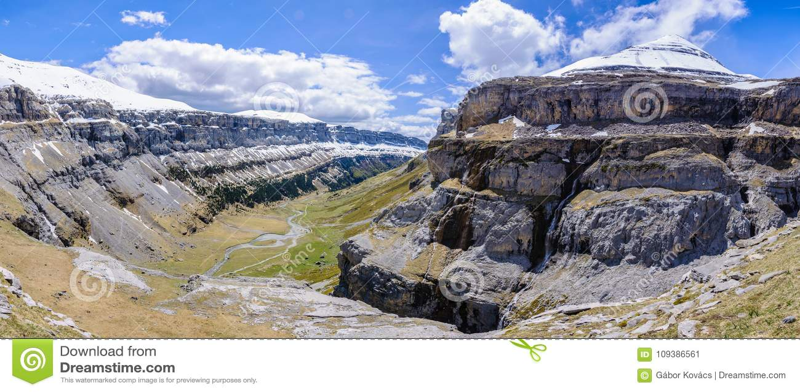 Vista panorâmica no vale de Ordesa, Aragon, Espanha