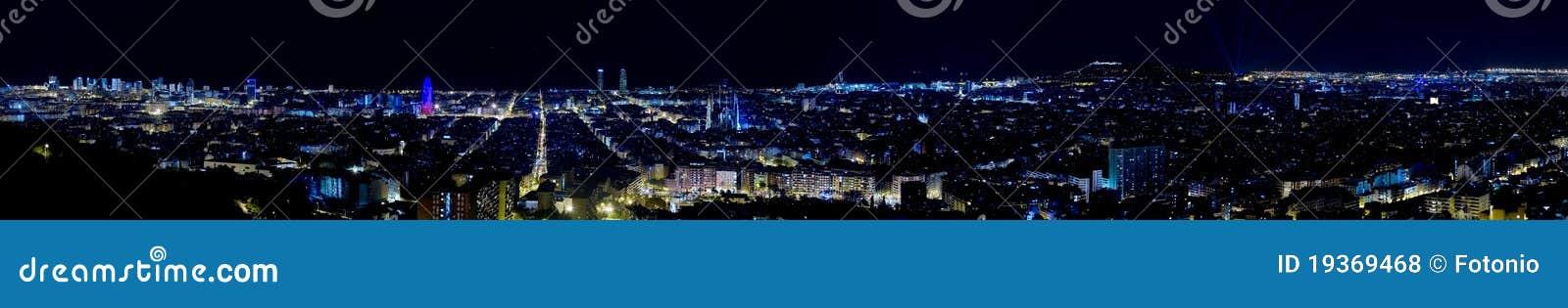 Vista panorâmico de Barcelona em a noite.