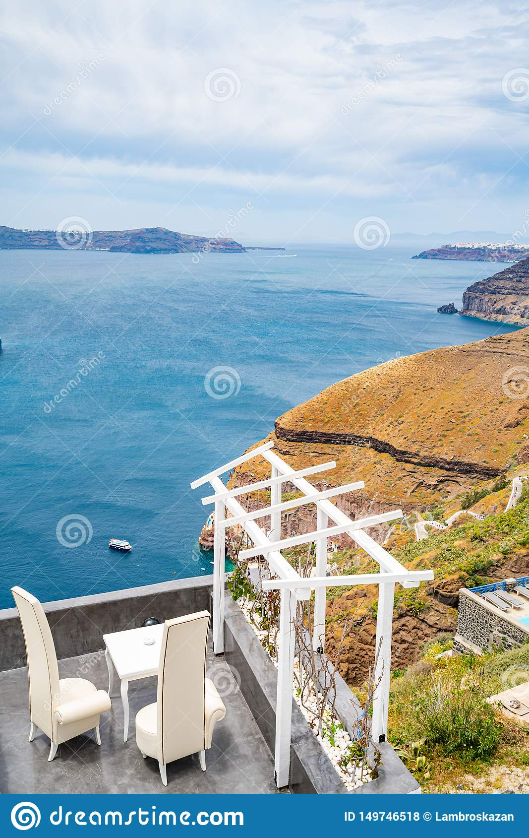 Vista panor?mica e ruas da ilha de Santorini em Gr?cia, tiro em Thira