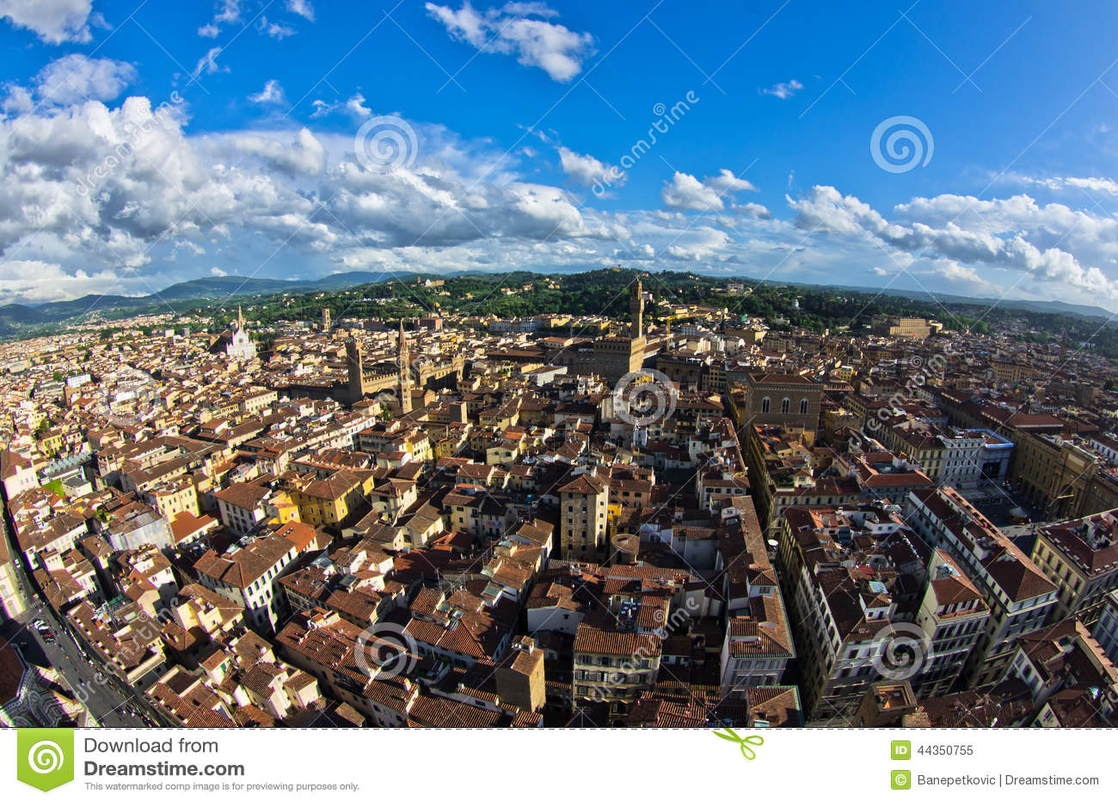 Vista panoramica aerea di Firenze da una di molte torri, Toscana