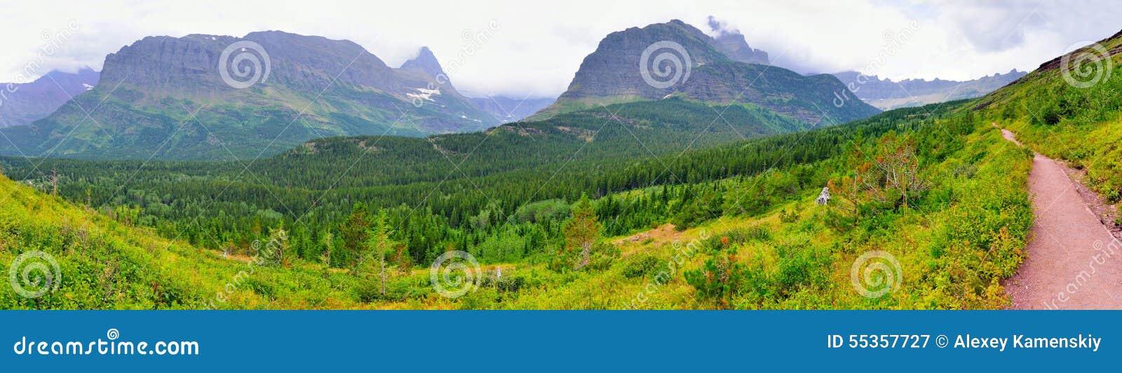 Vista panoramica del paesaggio e della traccia del Glacier National Park