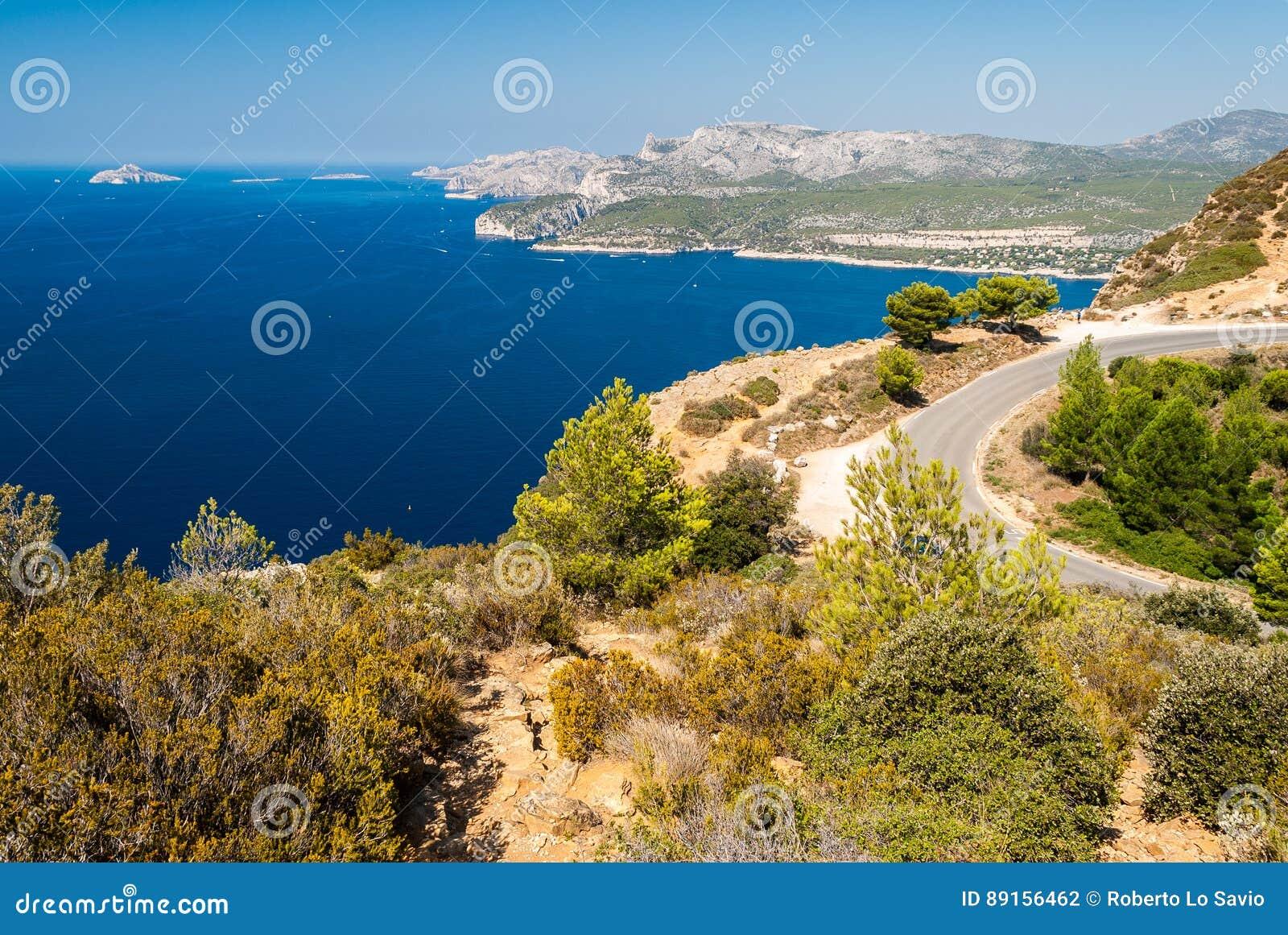 Vista panoramica della linea costiera vicino al cassis visto dal DES Cretes Provenza, Francia dell itinerario