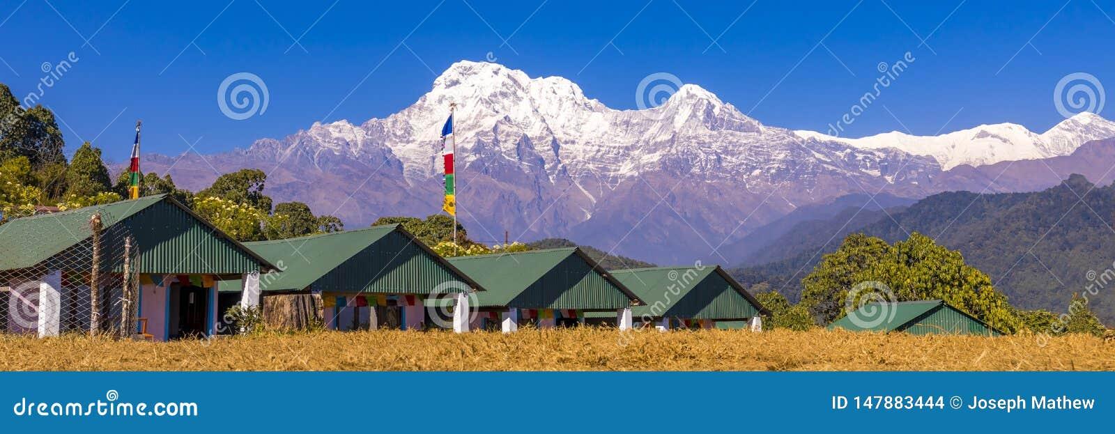 Vista panoramica della montagna di Annapurna dal campo base australiano Nepal