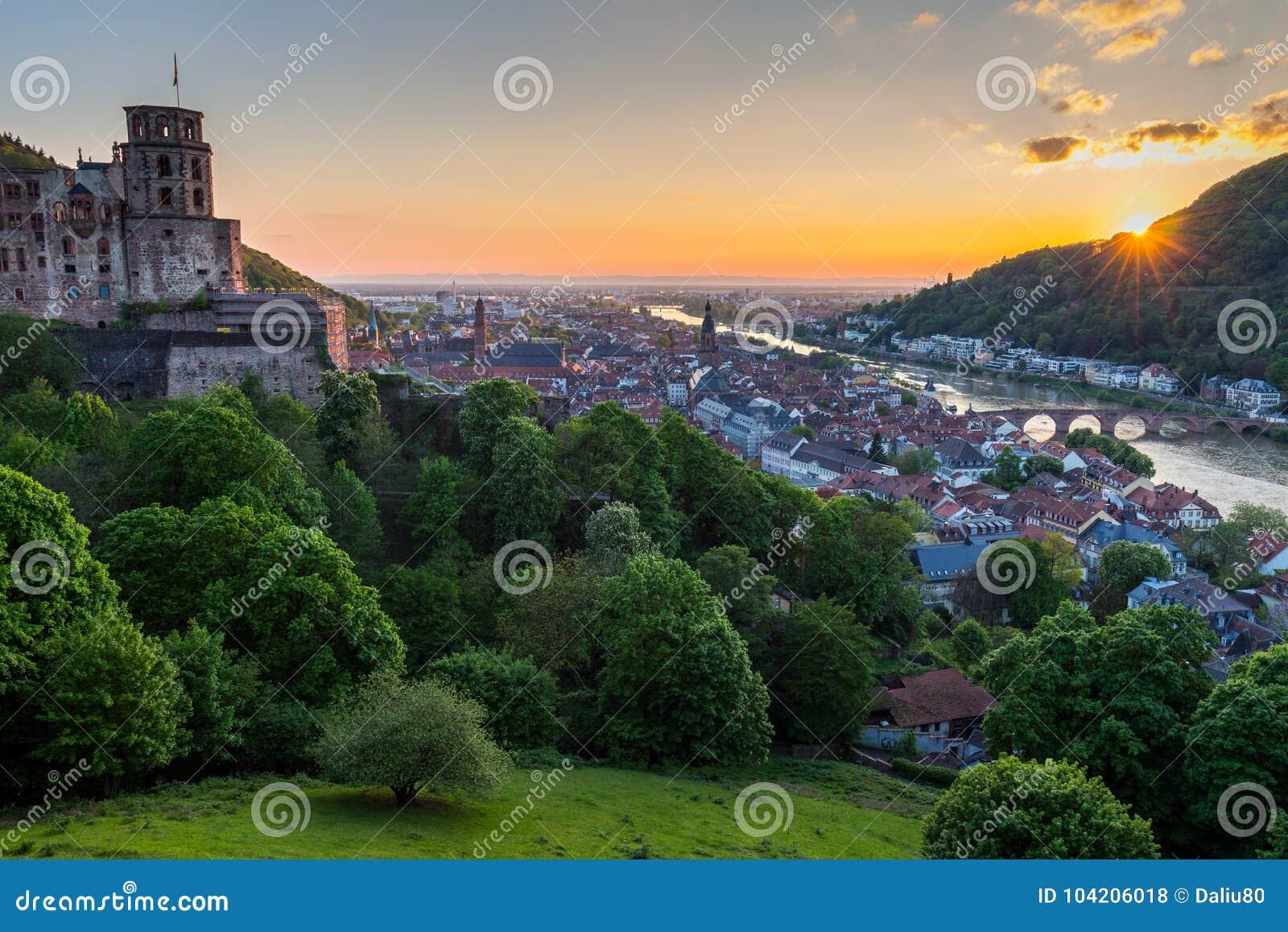 Vista panoramica di bella città medievale Heidelberg compreso la C