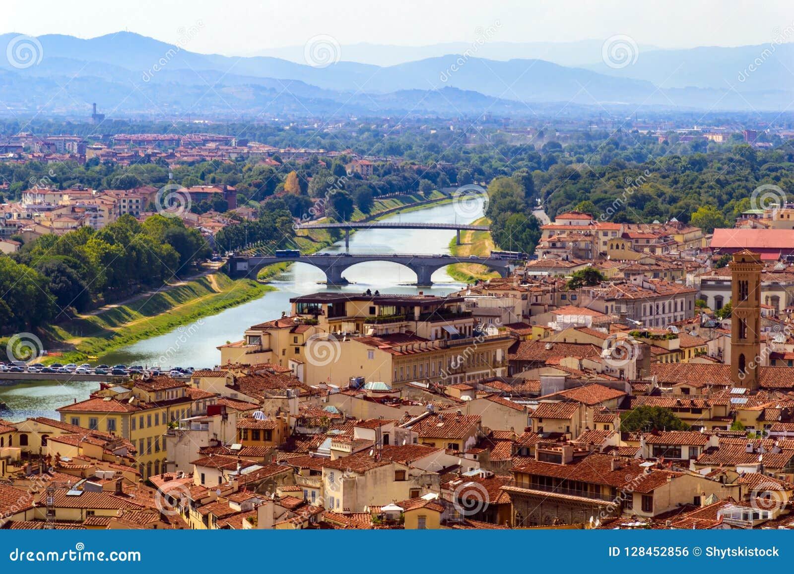 Vista panoramica di Firenze, città italiana antica
