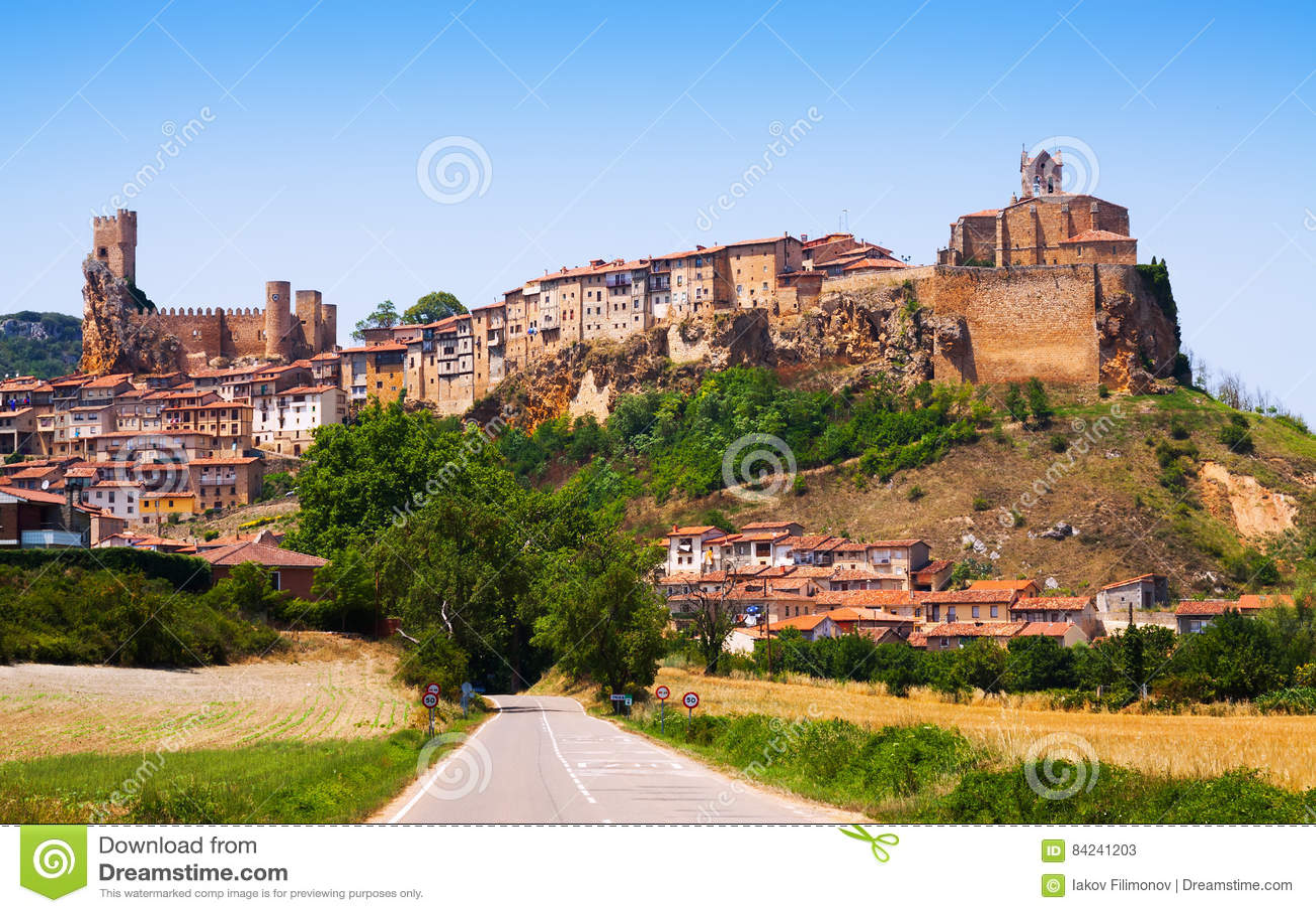Vista panoramica di Frias di estate Burgos