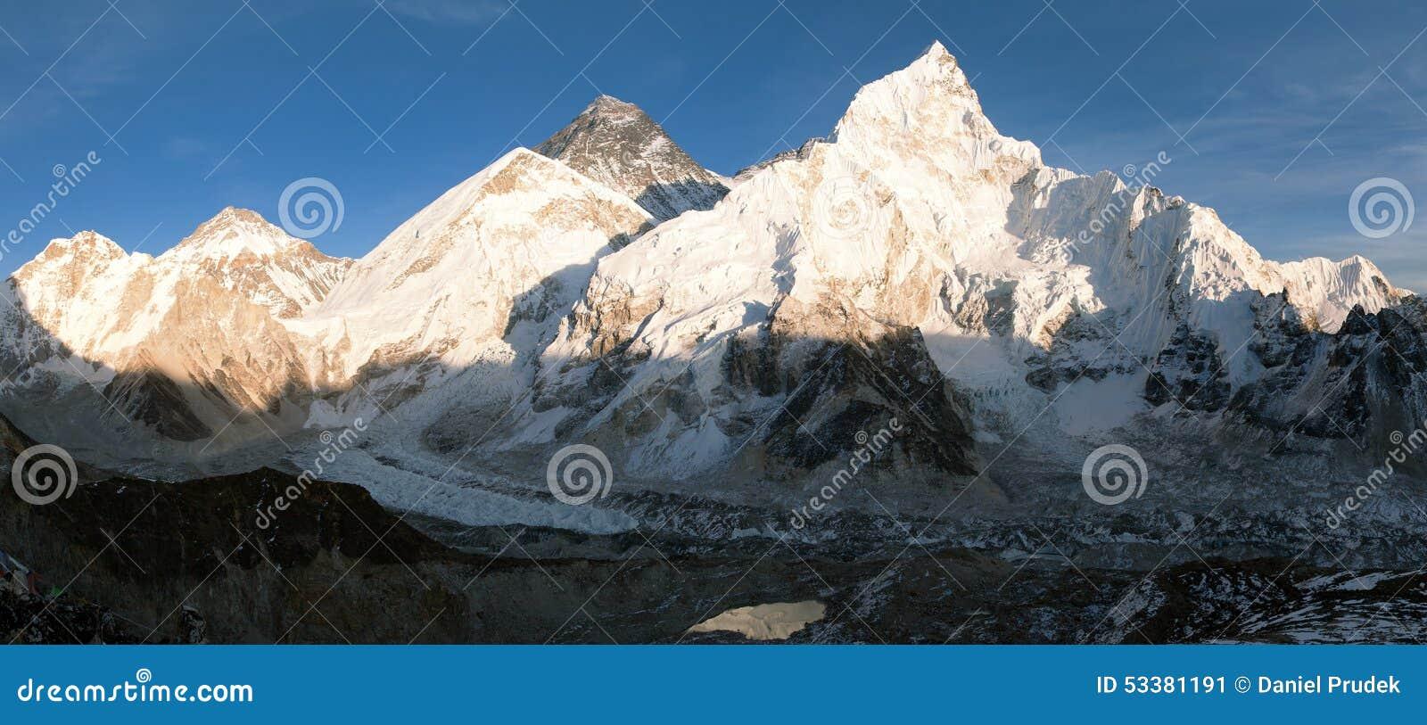 Vista panoramica di sera dell Everest da Kala Patthar