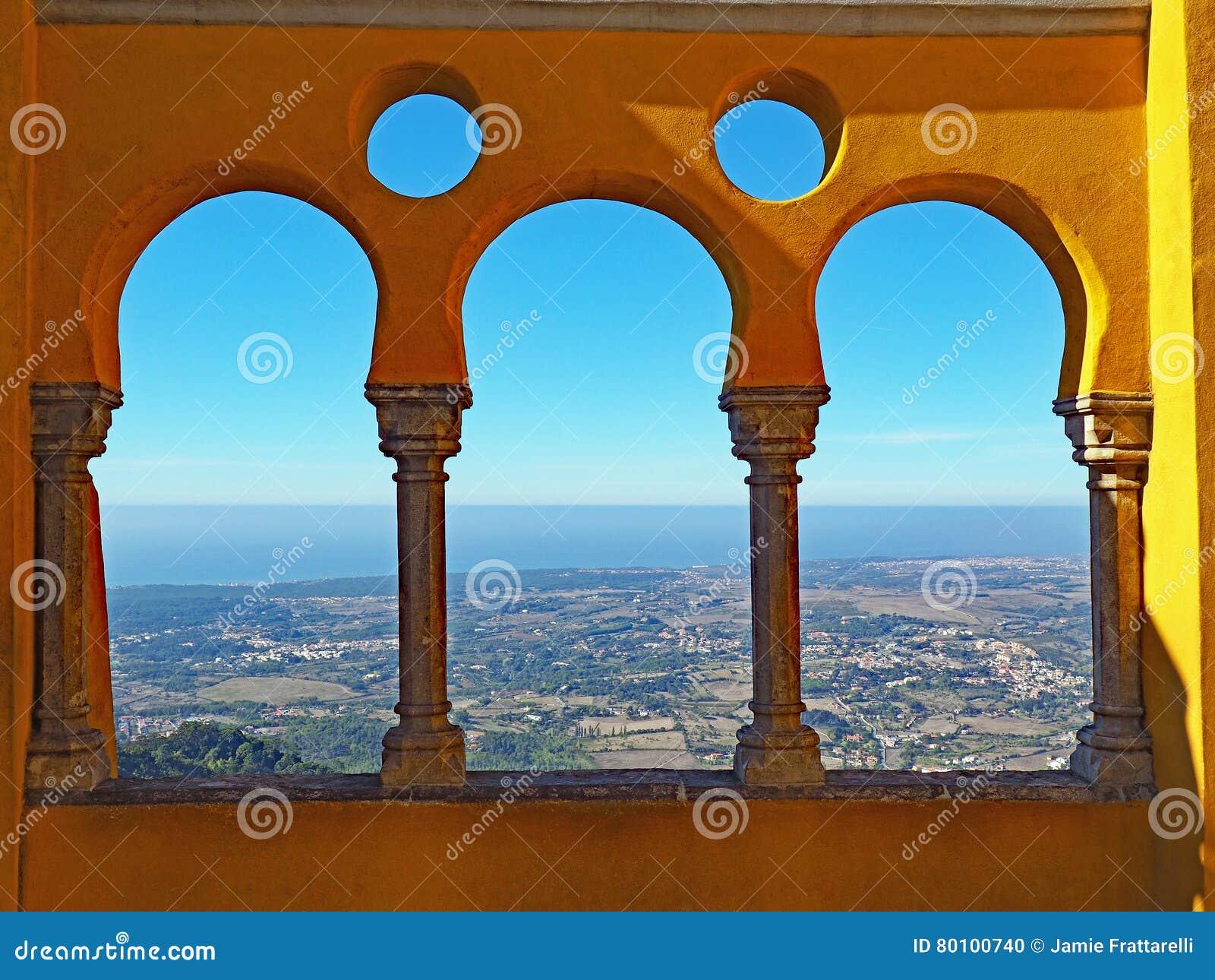 Vista para o mar do palácio de Pena, Sintra, Portugal