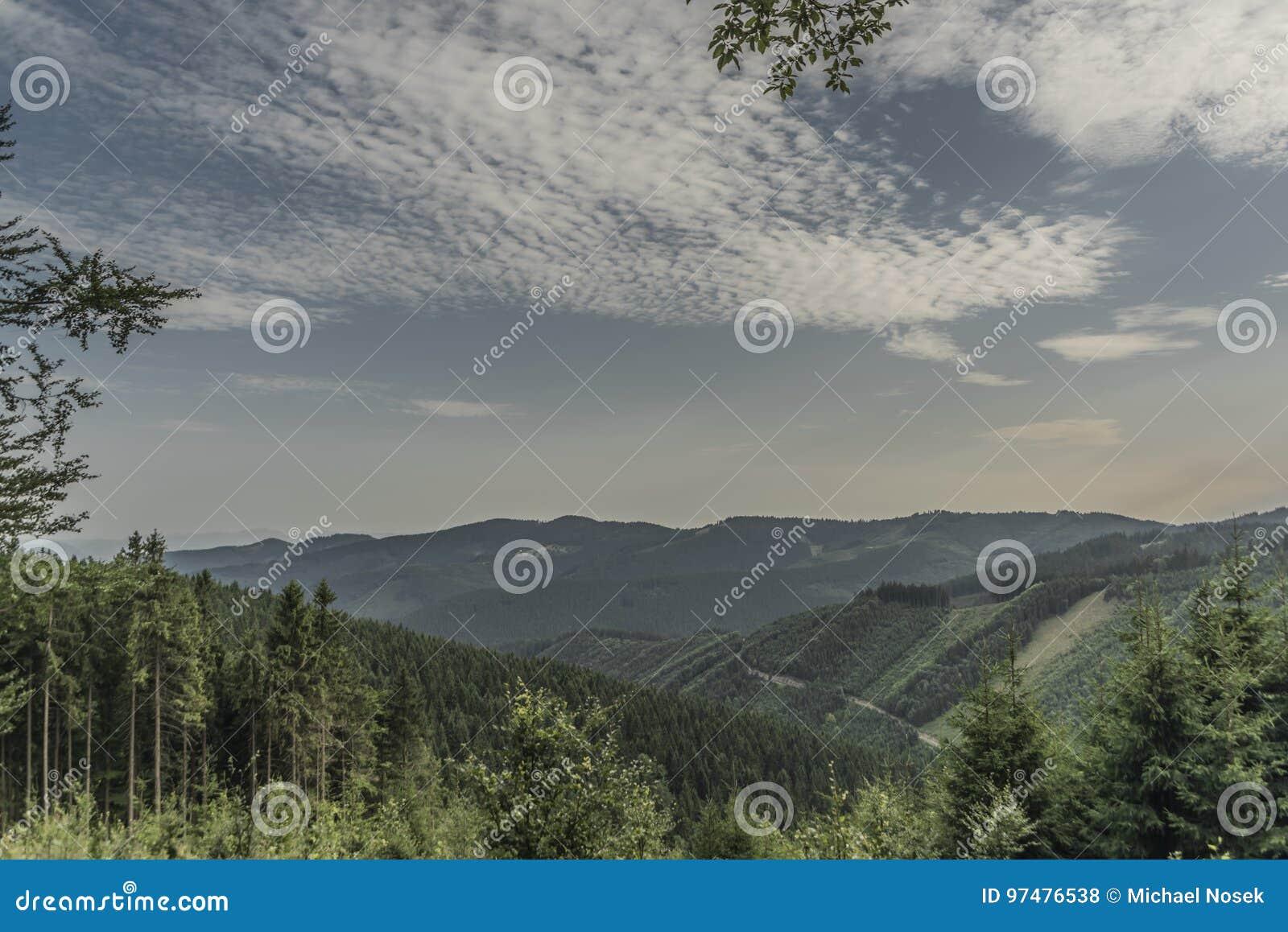 Vista per la Slovacchia dalla collina di Hricovec