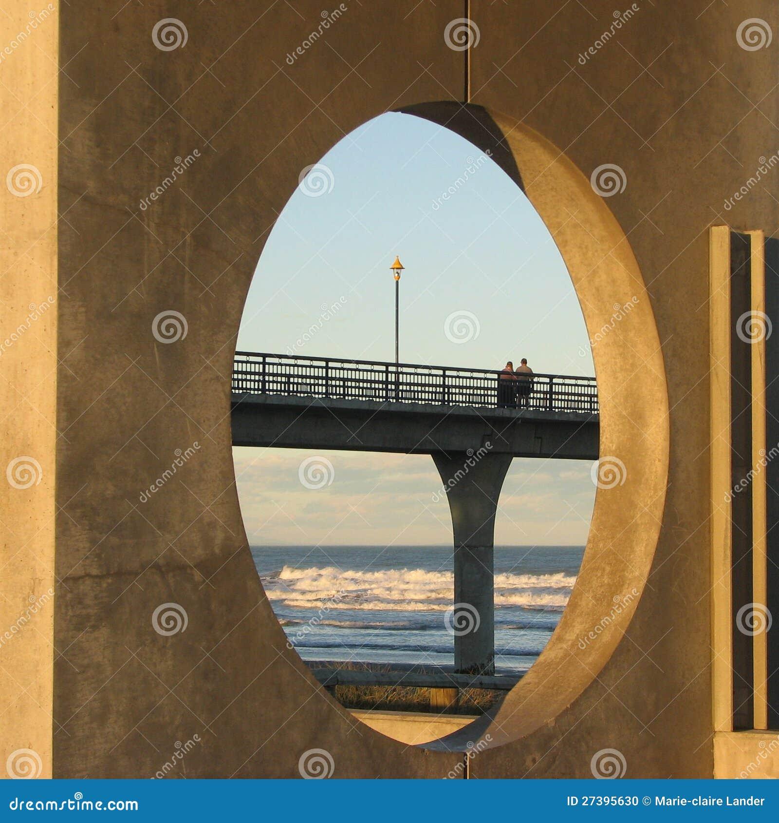 Vista rotonda del pilastro concreto.