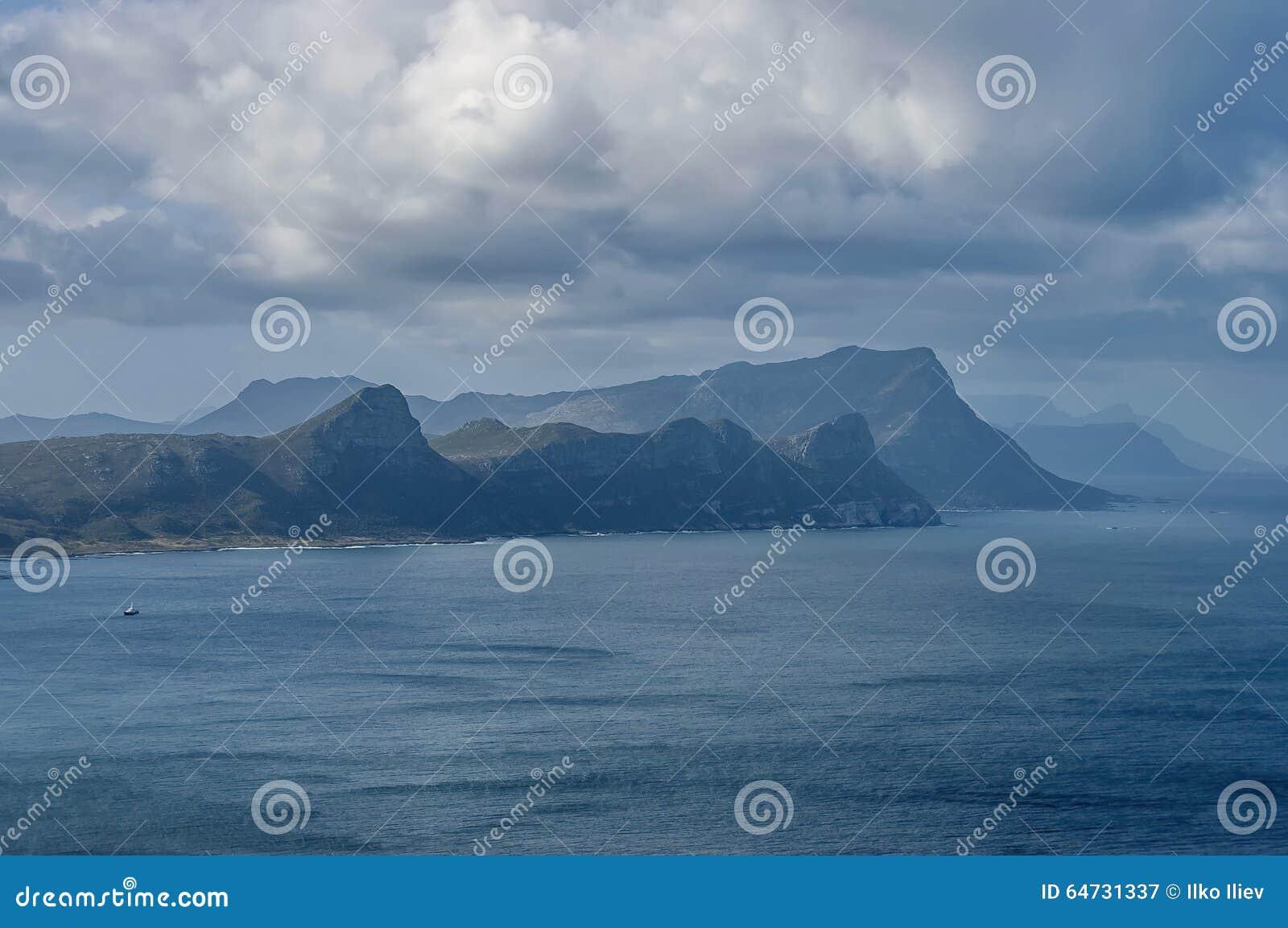 Vista scenica alla baia falsa dalla collina del Capo di Buona Speranza