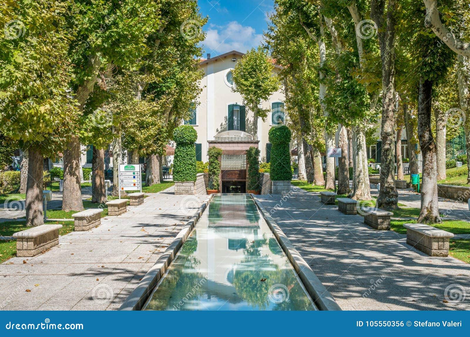 Vista Scenica In Caramanico Terme, Comune Nella Provincia Di Pescara Nella  Regione Dell'Abruzzo Di Italia Fotografia Stock - Immagine di montagna,  balcone: 105550356