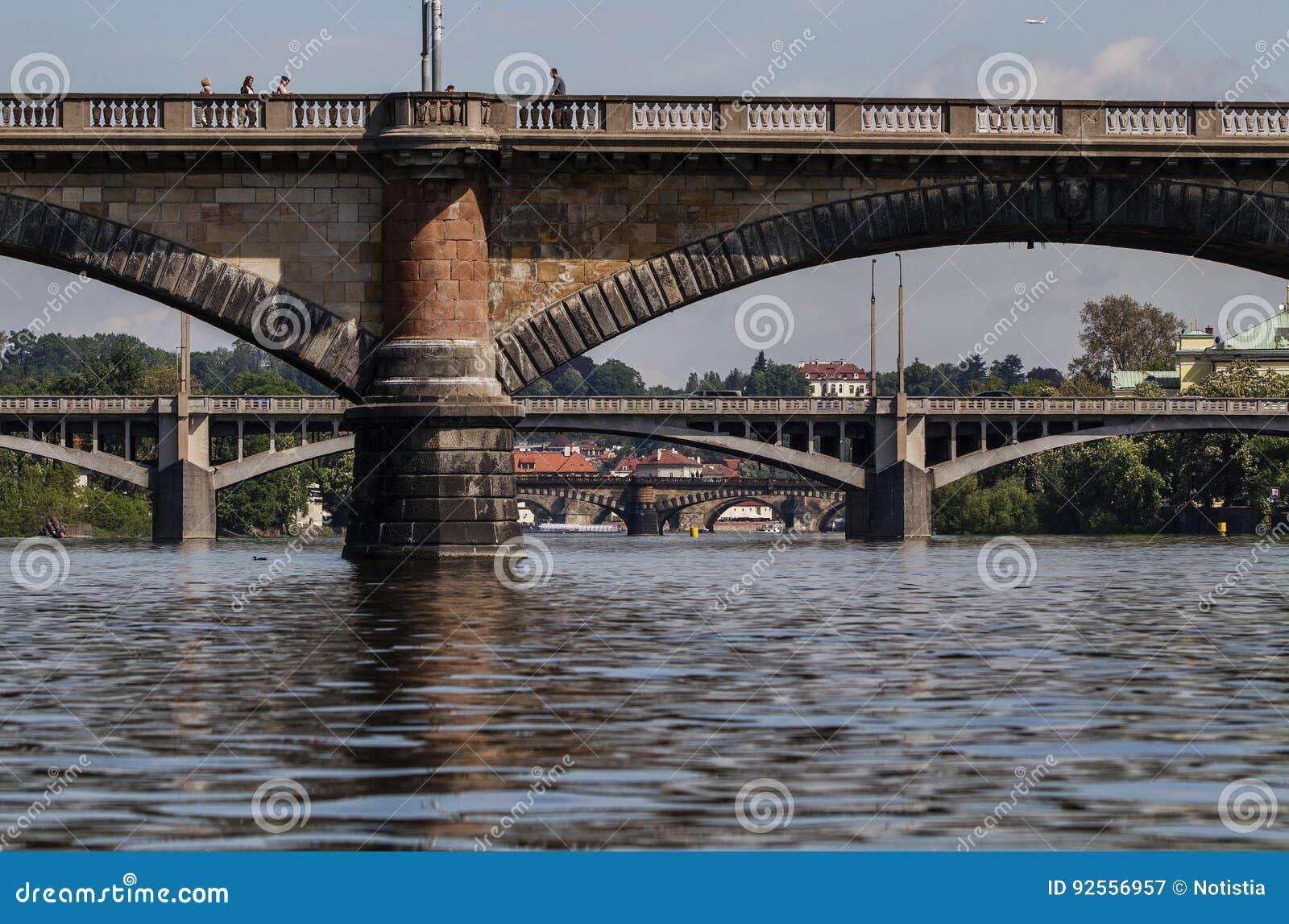 Vista scenica dei ponti sul fiume della Moldava Praga, repubblica Ceca