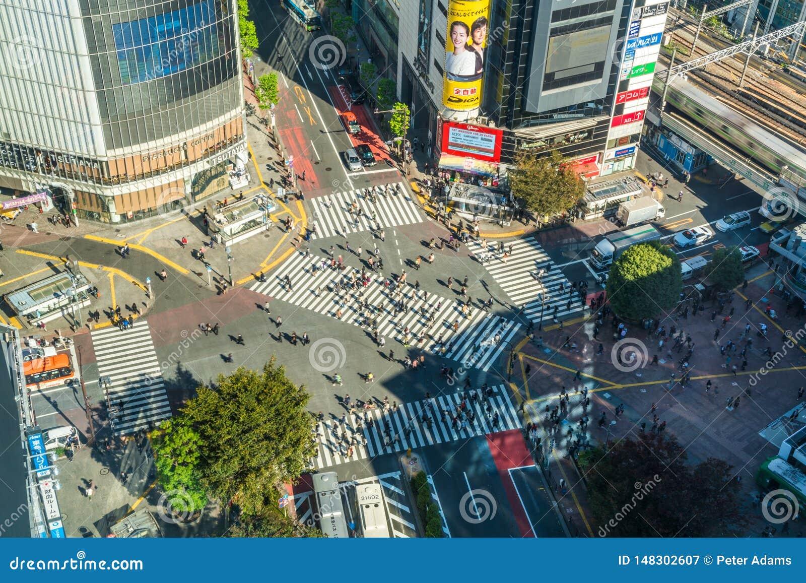 Vista sobre o cruzamento de Shibuya, o cruzamento o mais ocupado no mundo, T?quio