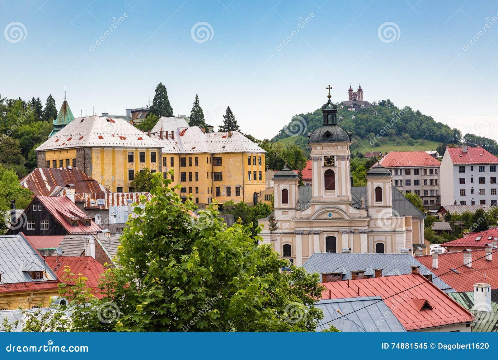 Vista sobre telhados da cidade Banska Stiavnica