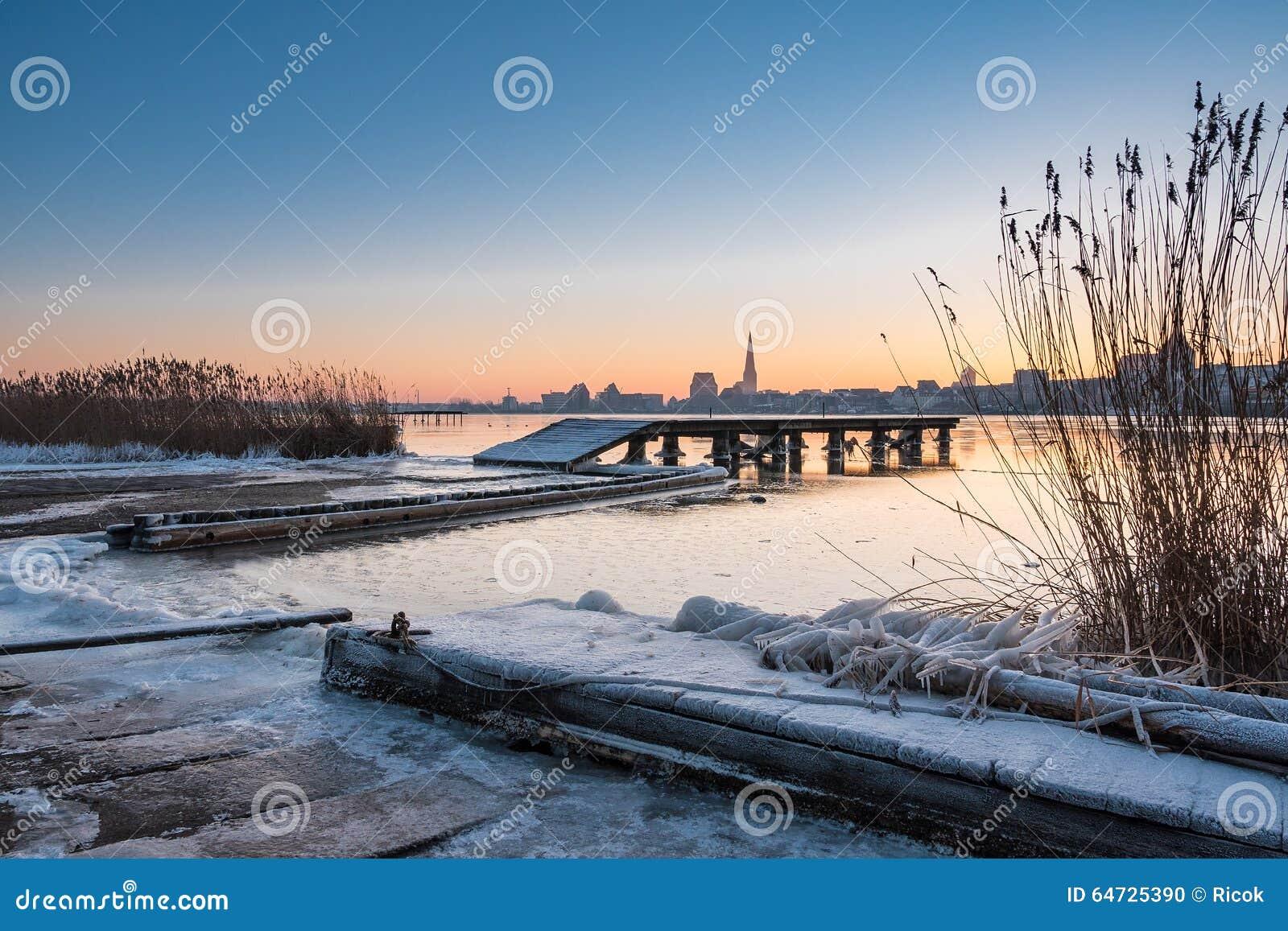 Vista sopra il fiume Warnow a Rostock