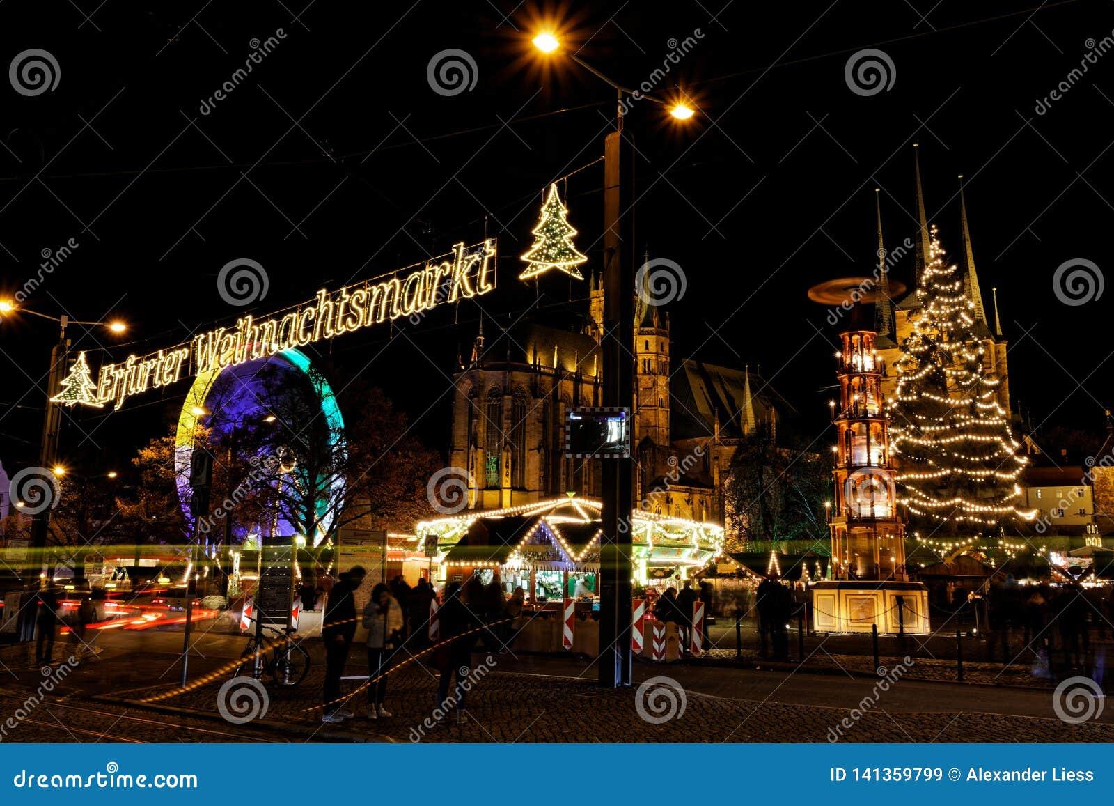 Vista sopra il mercato di natale a Erfurt