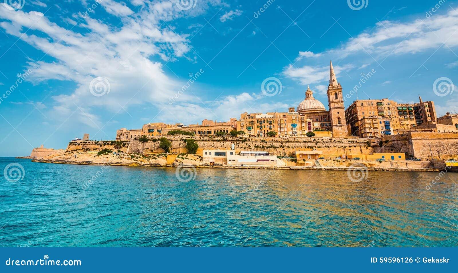 Vista su La Valletta dal mare