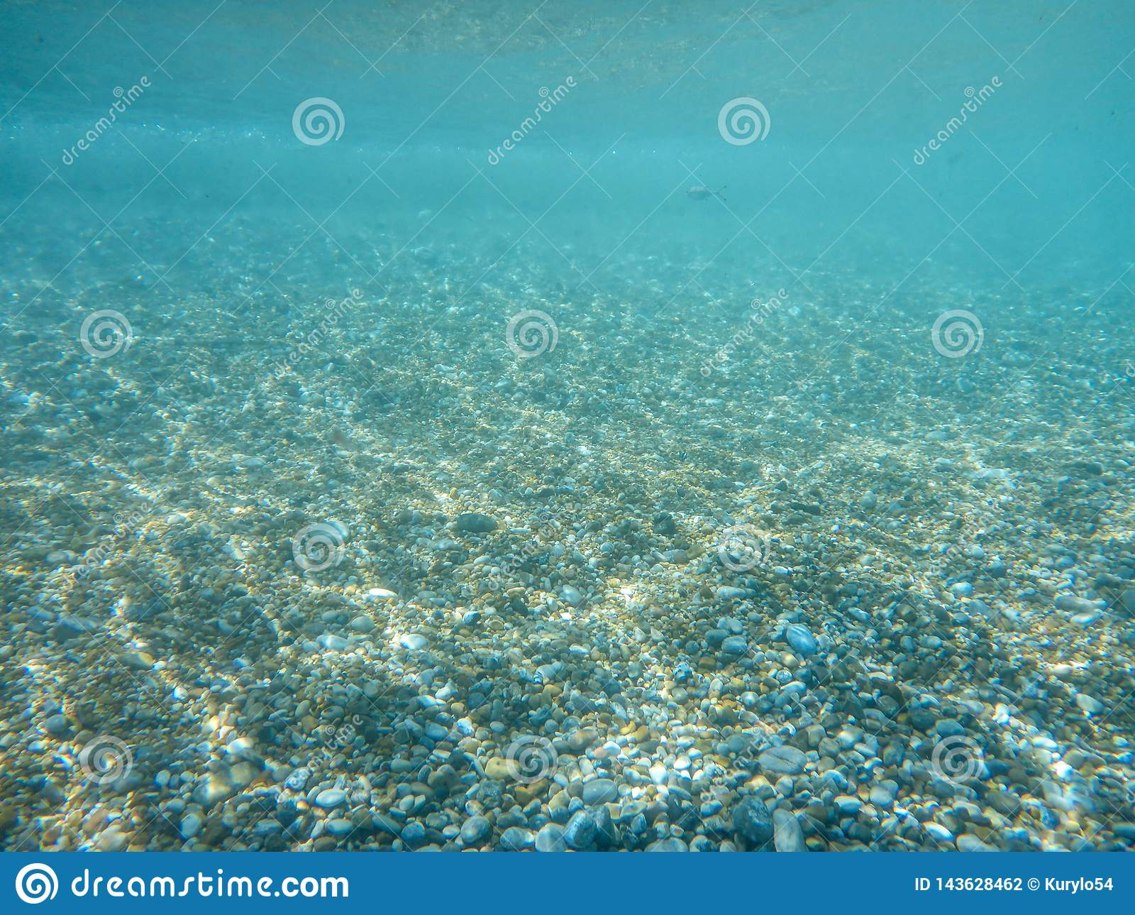 Vista subacquea di bella spiaggia di Skala dell isola di Kefalonia, mare ionico, Grecia