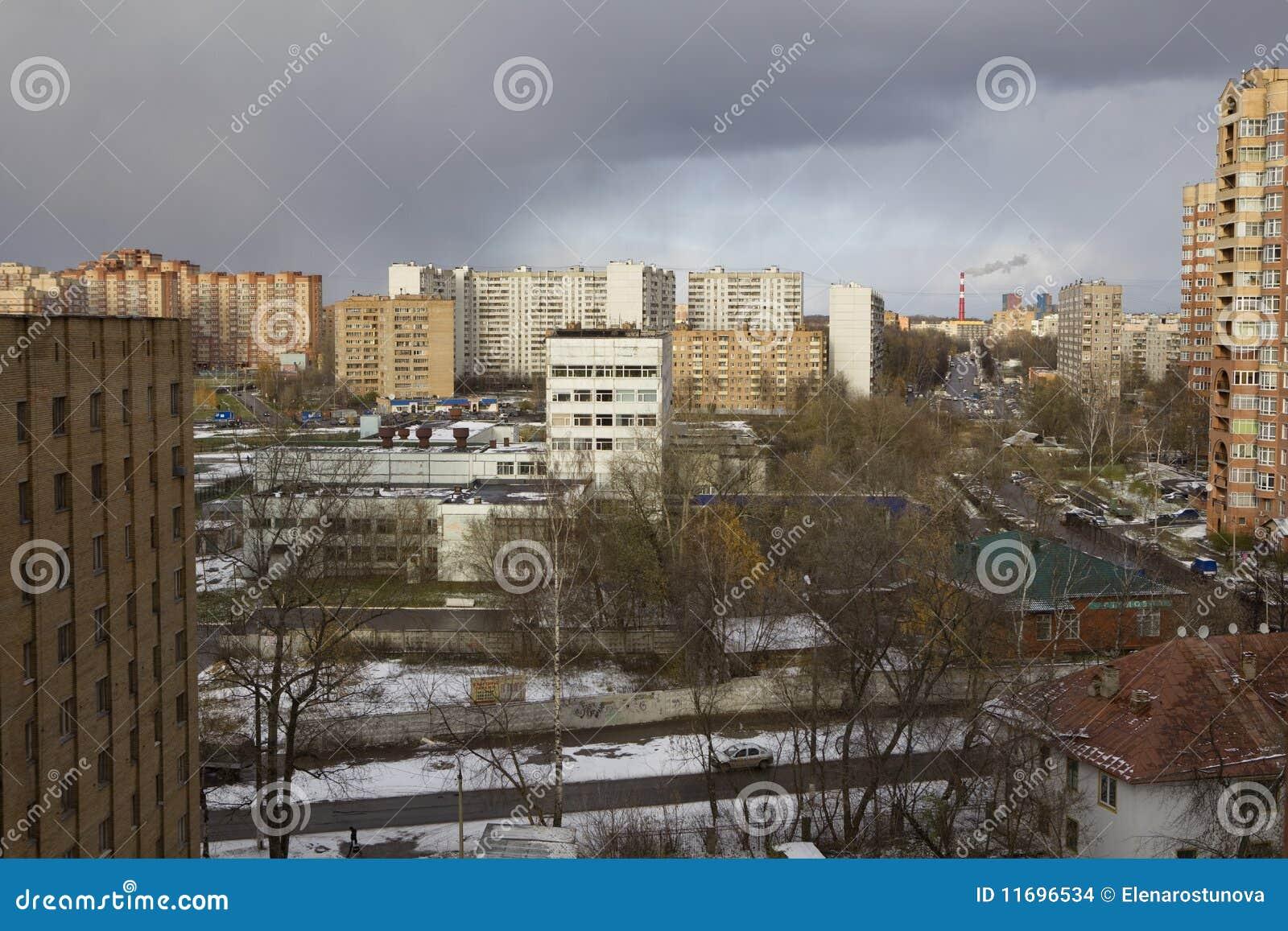 Vista sui tetti moderni delle case di mosca fotografia for Tetti di case moderne