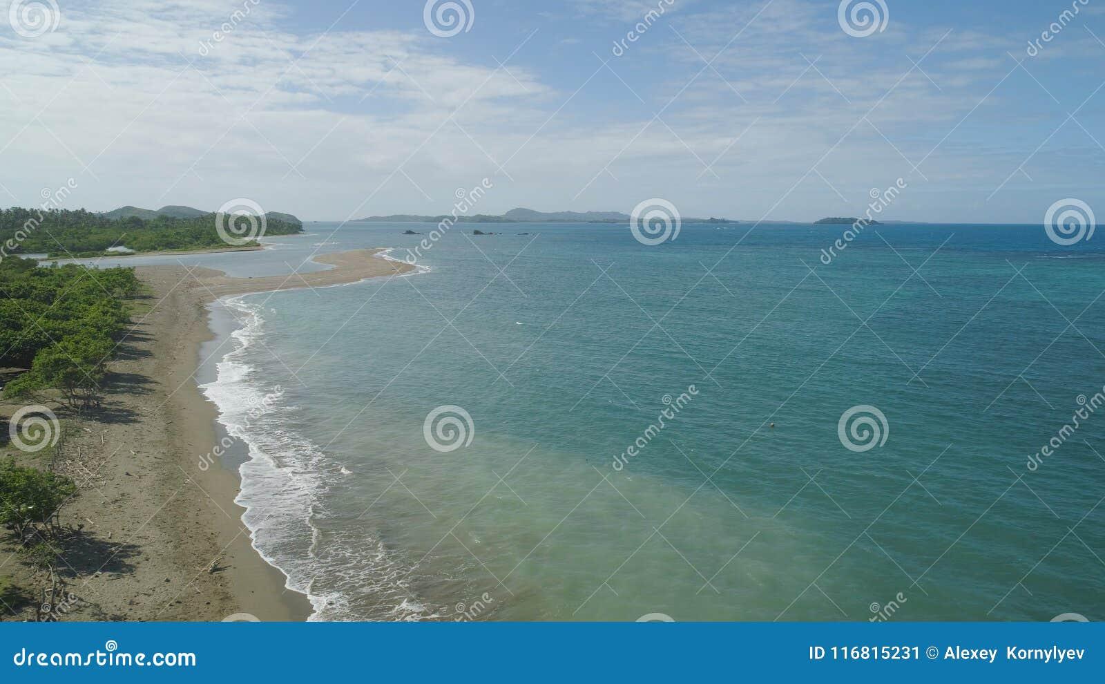 Vista sul mare delle isole di Caramoan, Camarines Sur, Filippine
