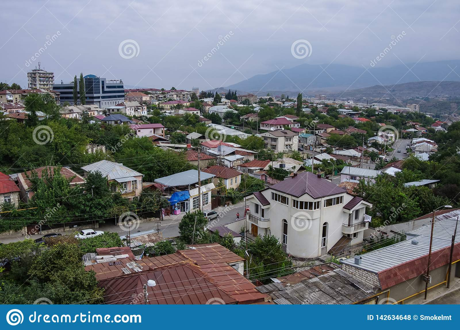 Vista superior aérea de Stepanakert la capital de Nagorno Karabaj Artsakh