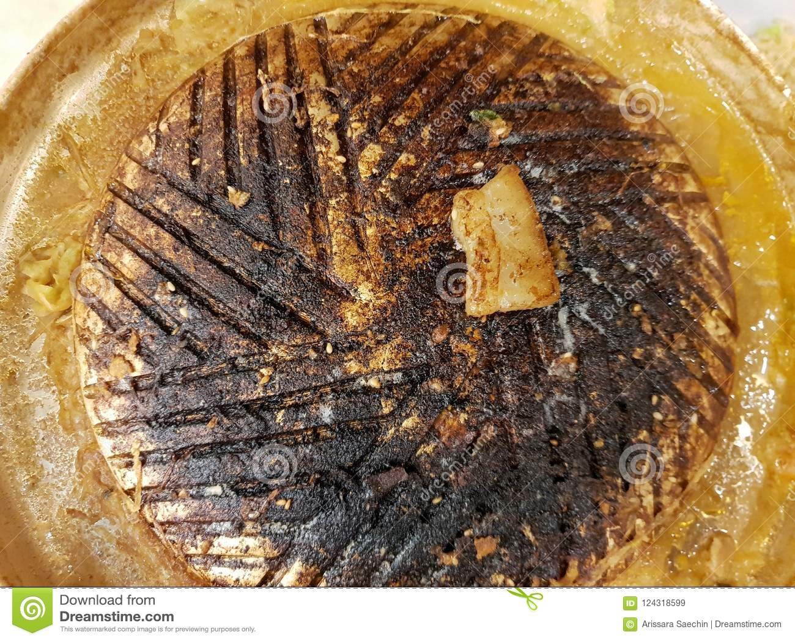 Vista superior de la cacerola quemada de la parrilla para la comida fría asada a la parrilla del Bbq