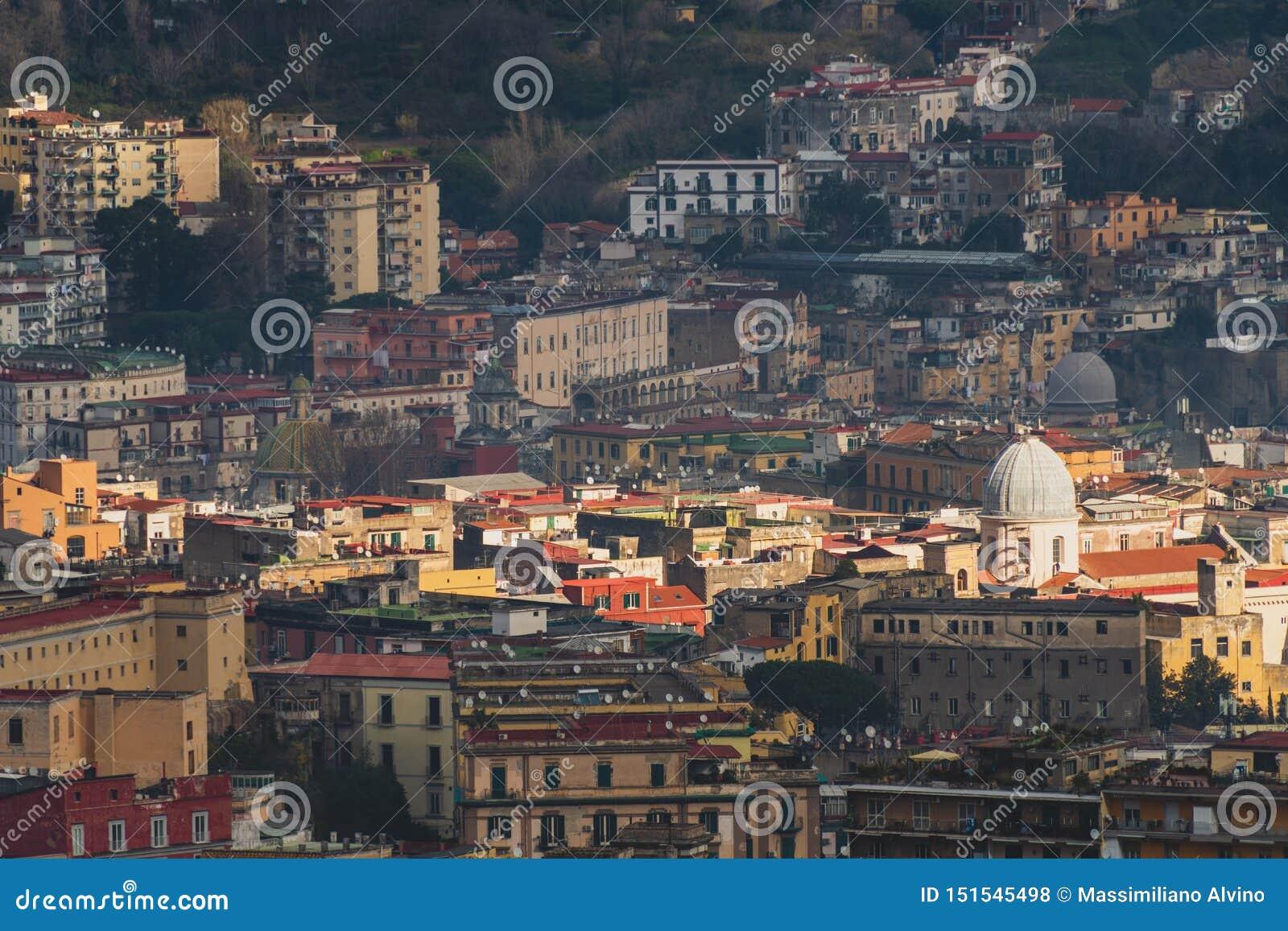 Vista superior de las calles del centro histórico de Nápoles