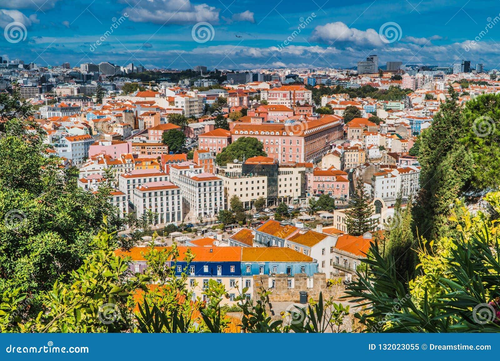 Vista superior de Lisboa com céu azul 2