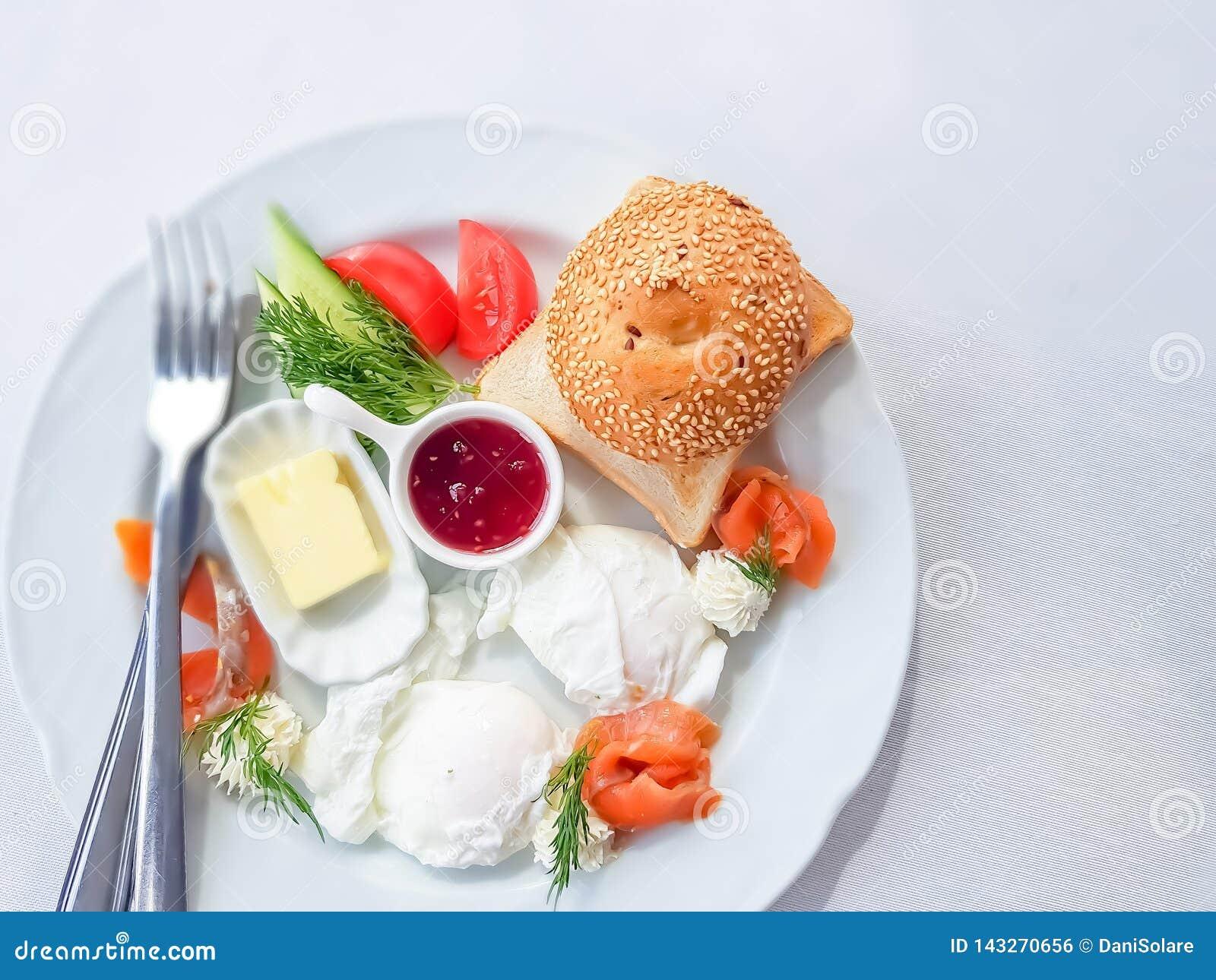 Vista superior a um café da manhã delicioso e saudável