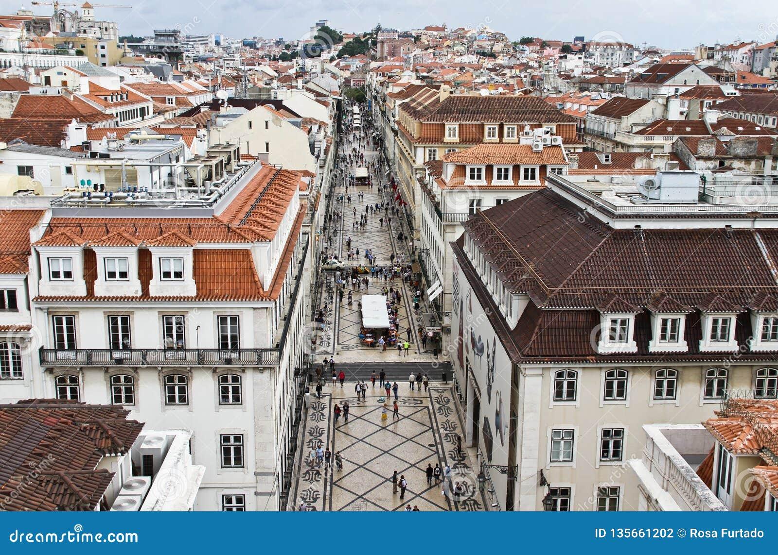Vista superiore del ciottolo della via di Augusta, Lisbona, Portogallo