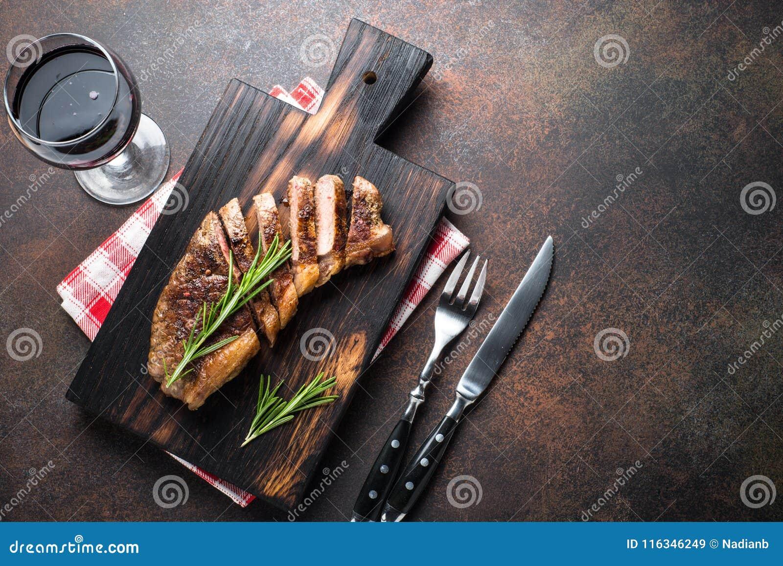 Vista superiore del manzo della bistecca arrostita dello striploin