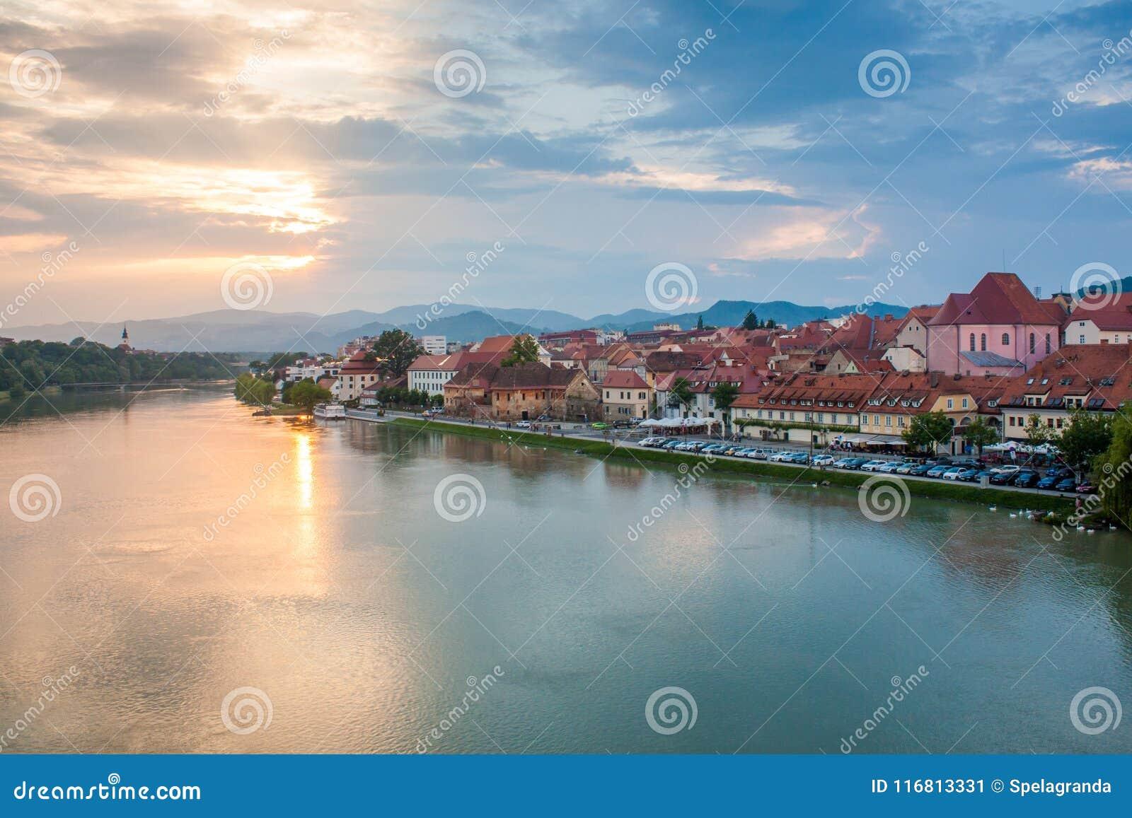 Vista superiore di bella città di Maribor