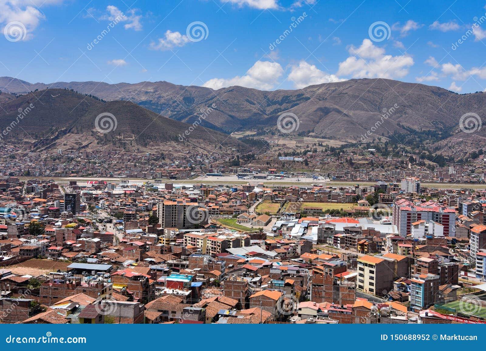 Vistas Al Aeropuerto De Cusco Y Al Barrio De San Sebastian Desde Rumiwasi Cusco Peru Fotografia Editorial Imagen De Sebastian Rumiwasi 150688952