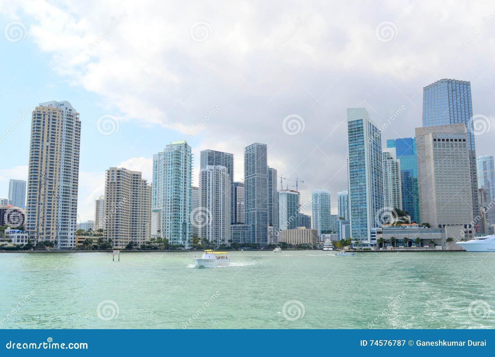 Vistas del horizonte céntrico de Miami