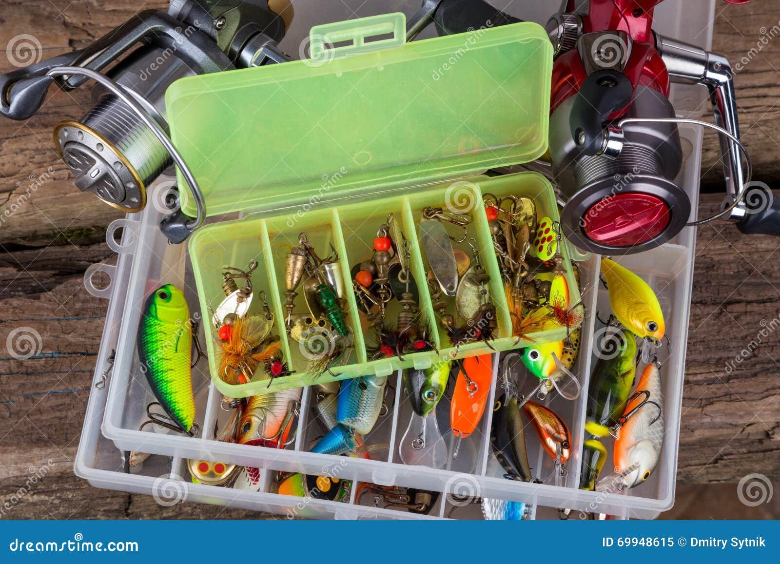 Vistuigen en visserijaas in doos