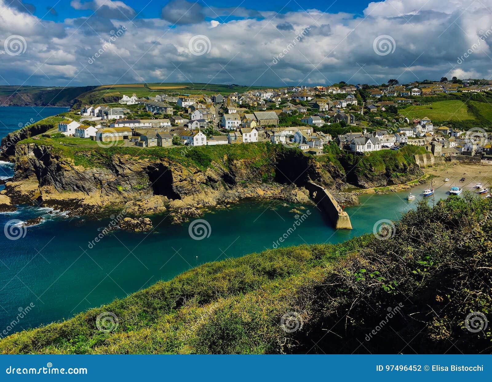 Visualizzazione idilliaca del villaggio di Isaac della porta in Cornovaglia sull Oceano Atlantico
