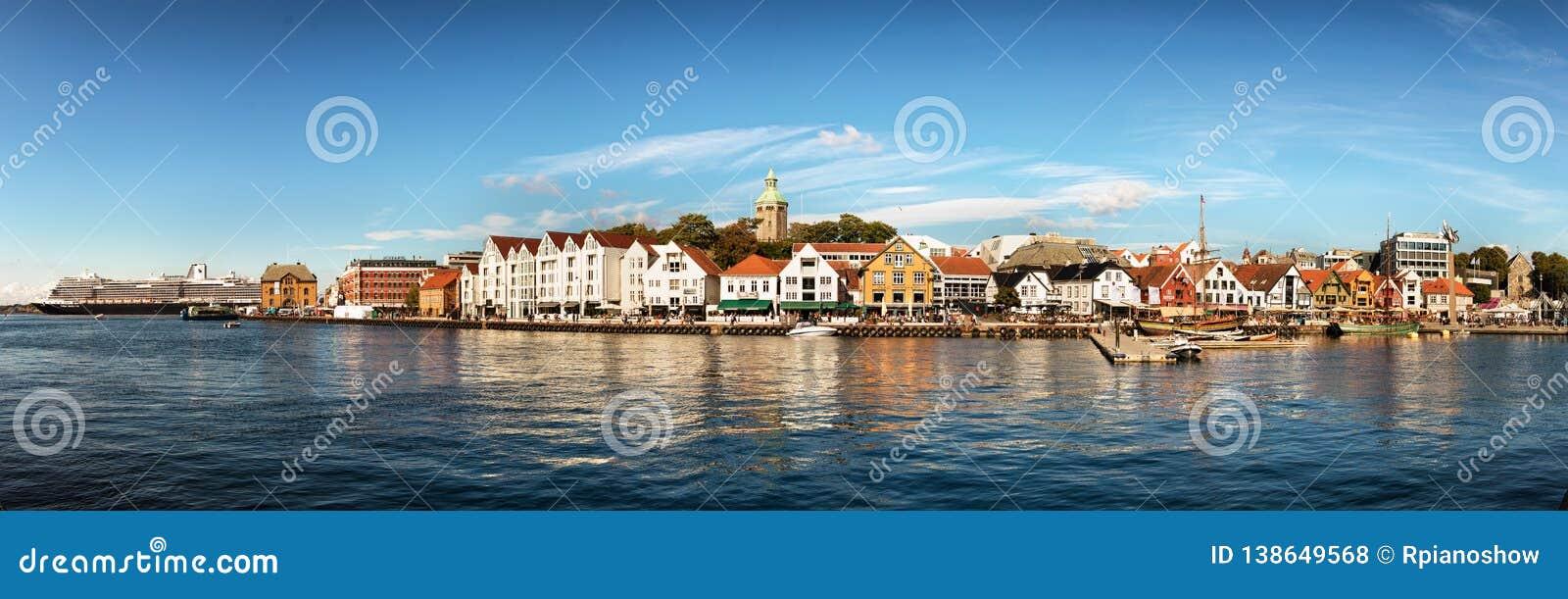 Visualizzazione panoramica del centro urbano della porta, del porticciolo e di Stavanger, Norvegia