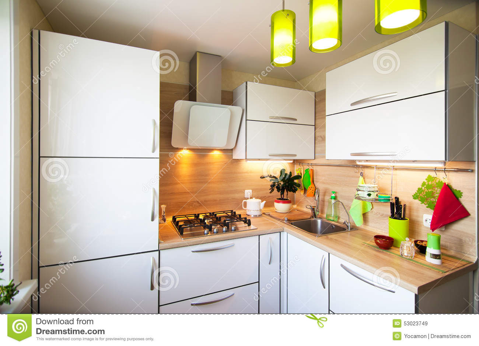 Vit  och bruntinre för litet kök arkivfoto   bild: 53023749