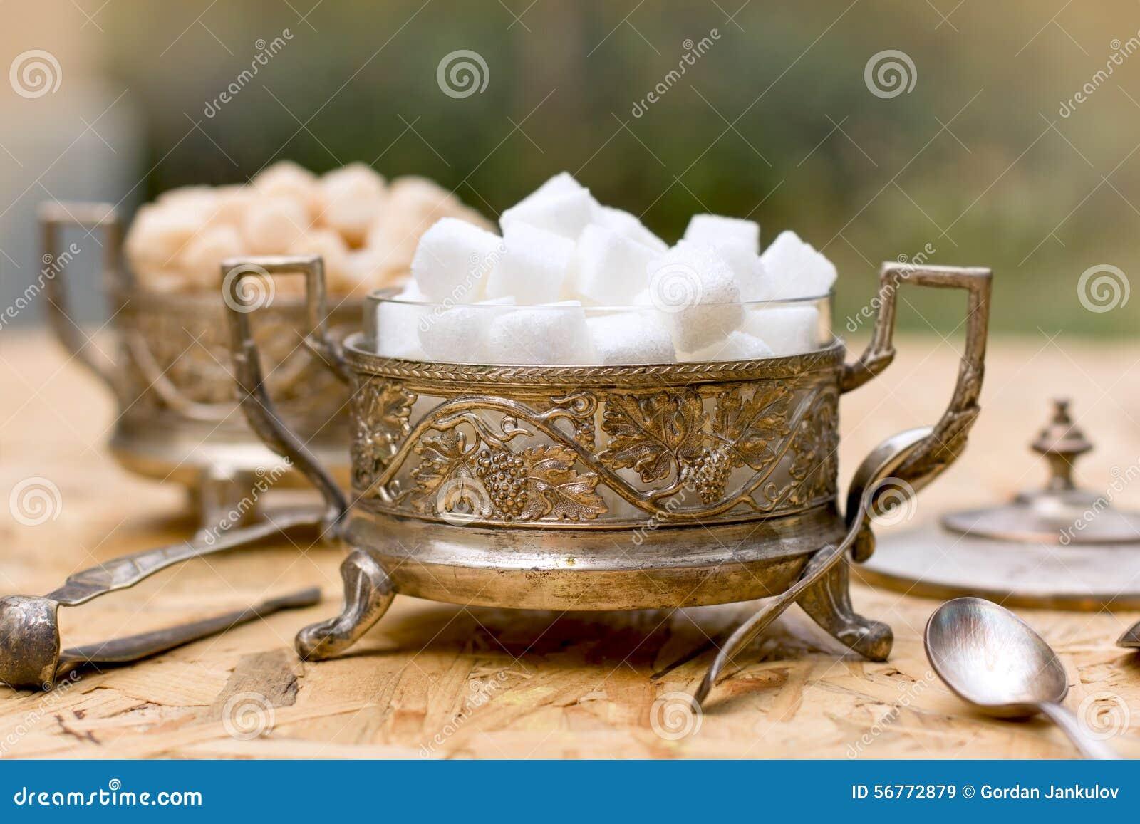Vit- och gulingsocker (kuber) i silverbehållare - antikviteten bowlar