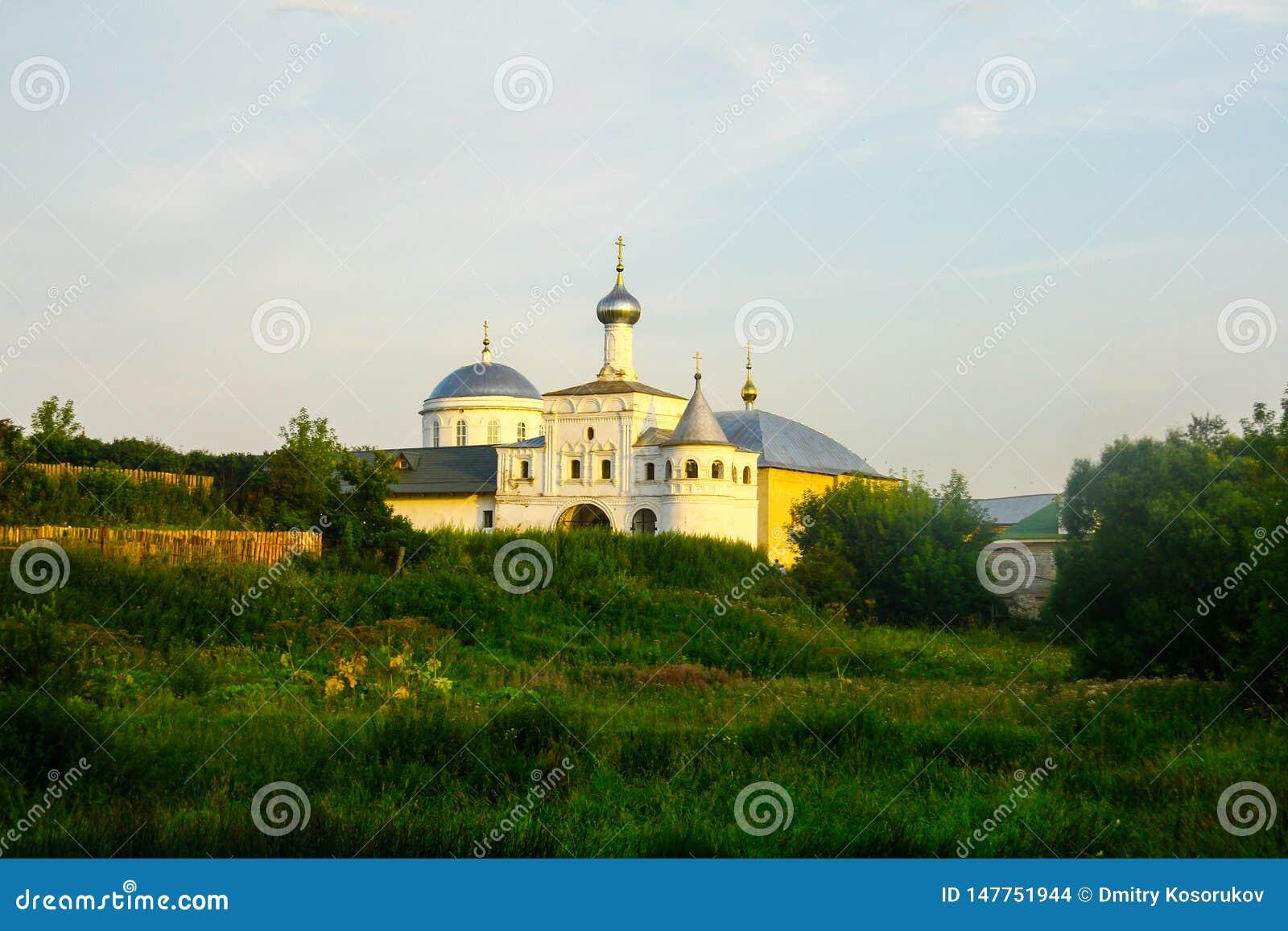 Vit stenar domkyrkan på kullen