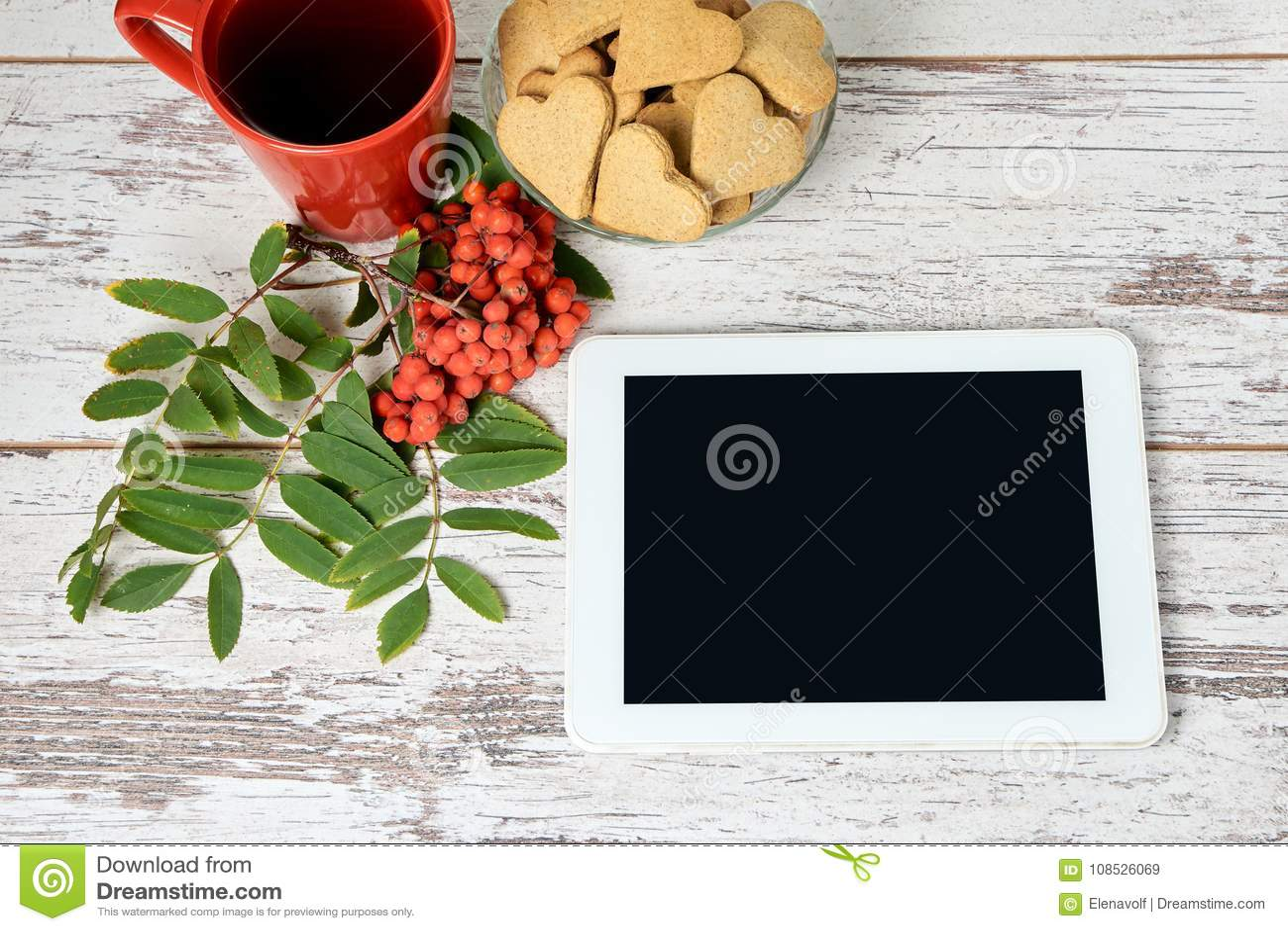 Vit tablet isolerad rönnwhite för bakgrund filial RÖTT CIRKLA Pappers- etikett på band