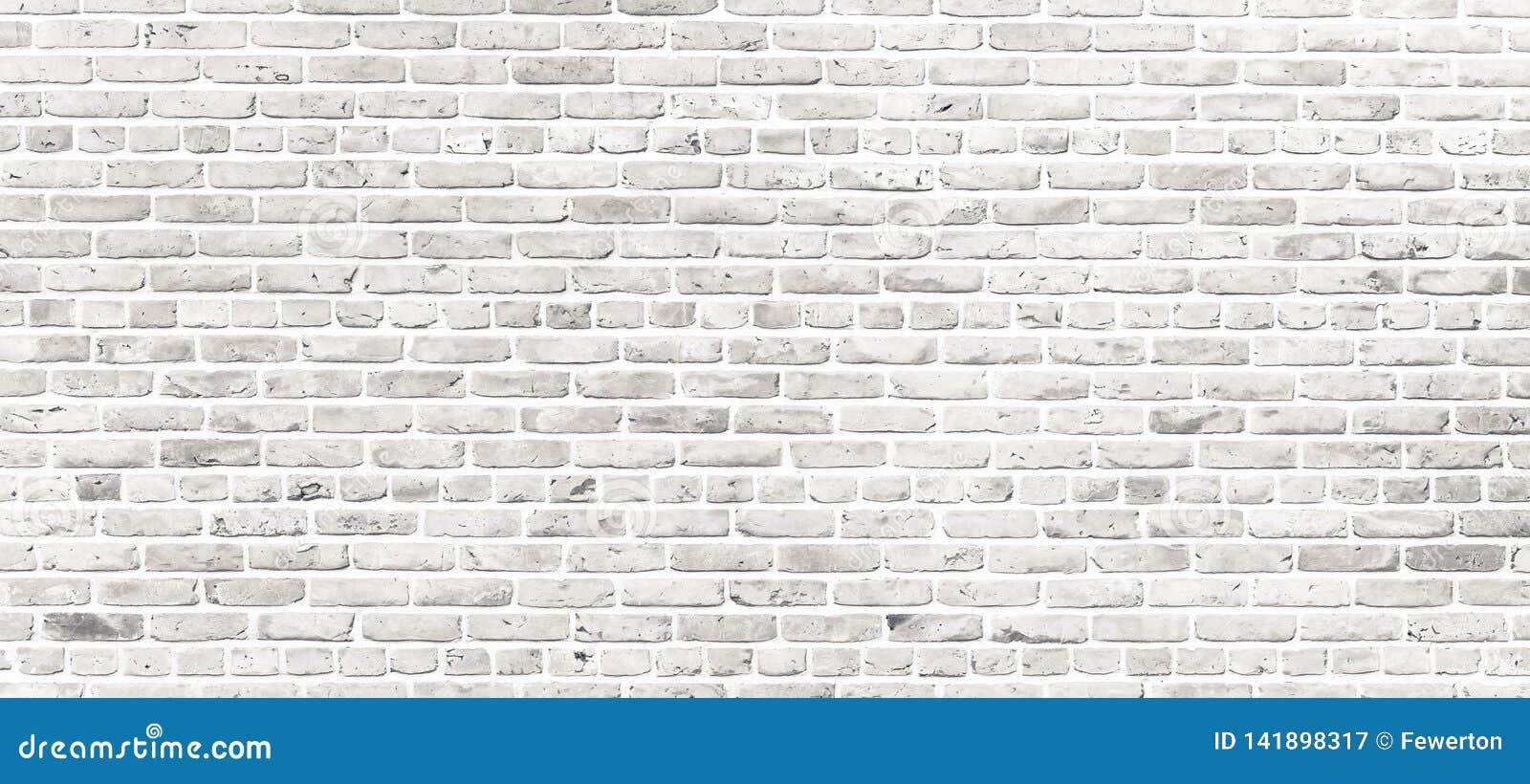 Vit tegelstenvägg Enkel grungy vit tegelstenvägg med ljust - grå bakgrund för textur för skuggamodellyttersida i brett panoramafo