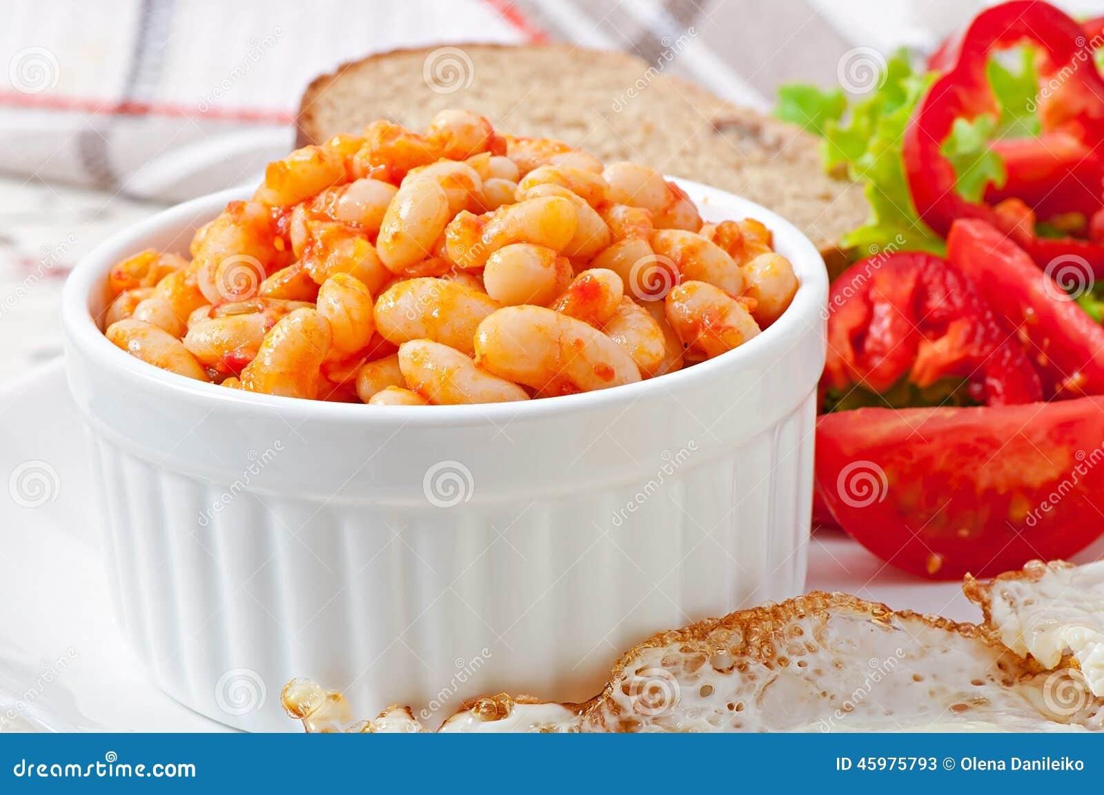 vita bönor i tomatsås
